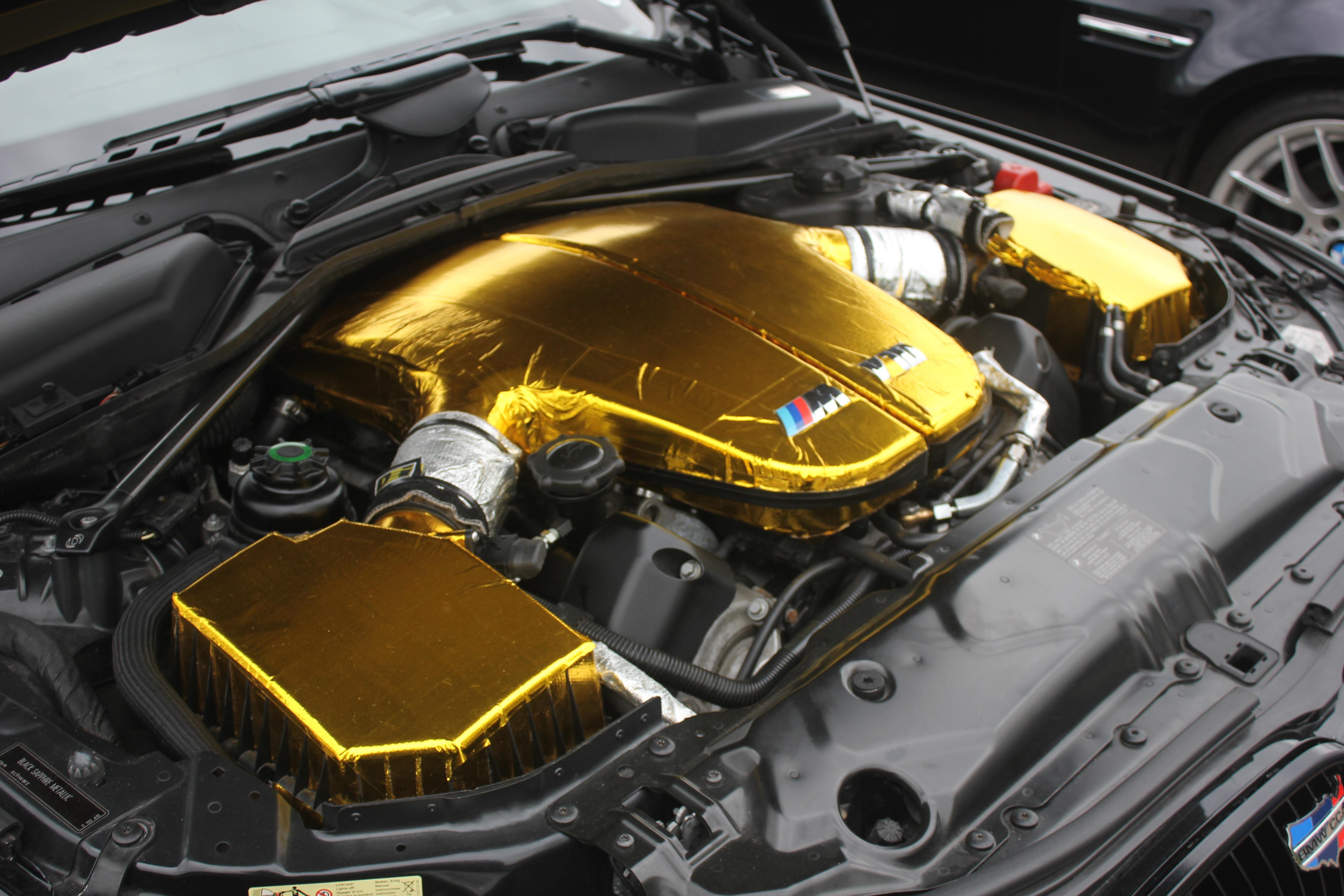 E60-M5-Engine-Bay-Closeup