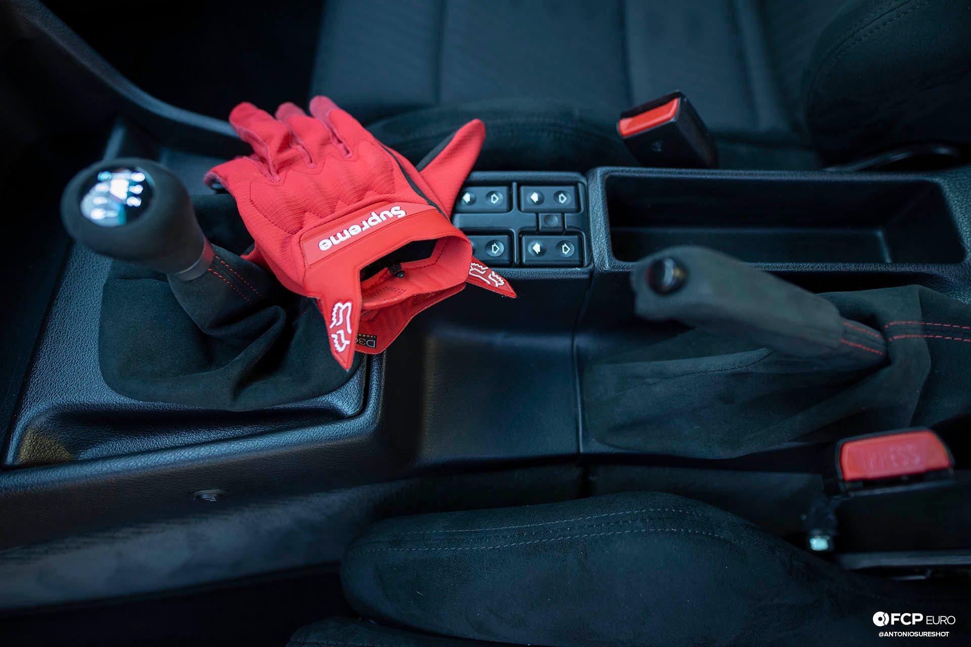 E34 BMW 540i M-Sport Supreme x Fox Racing gloves