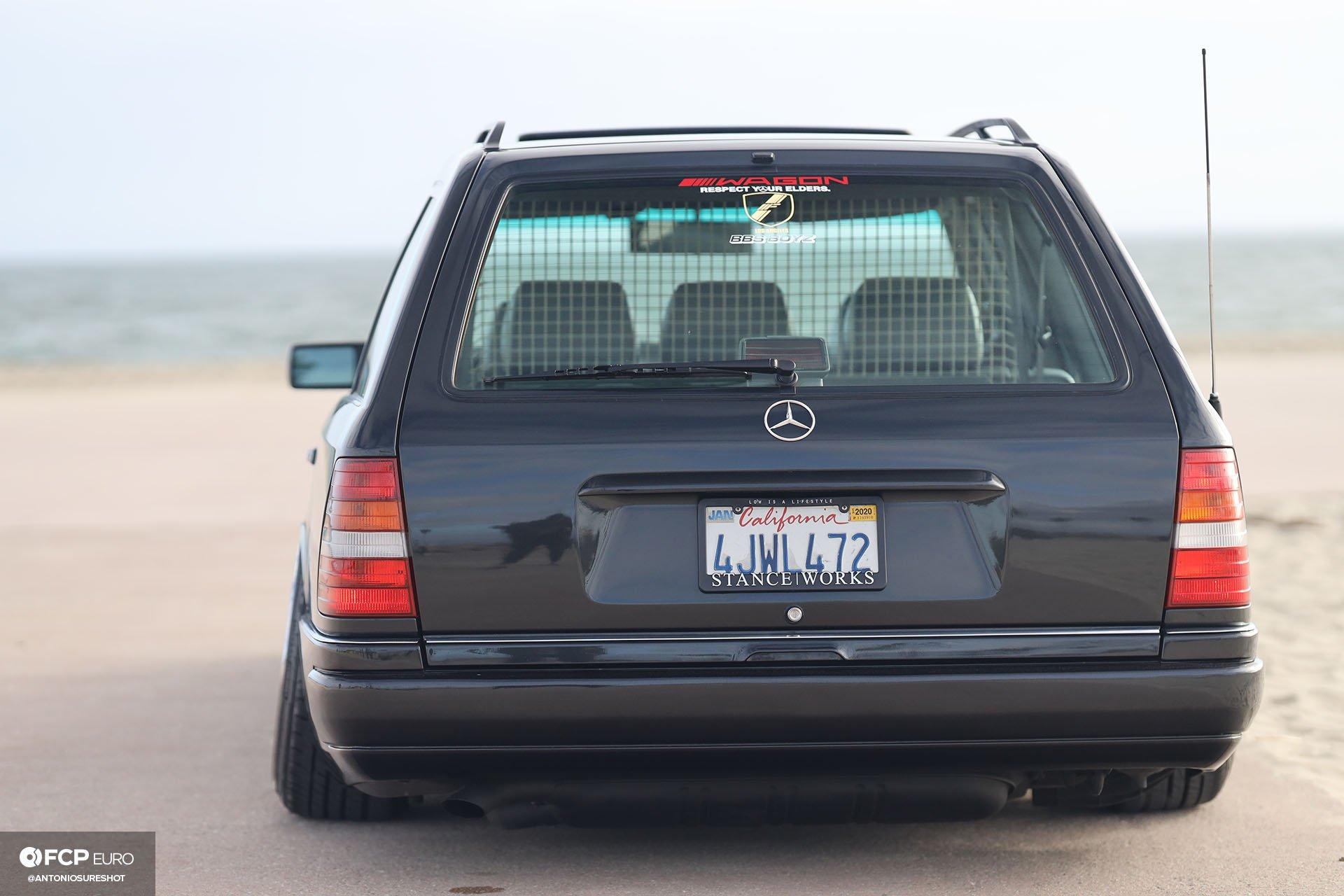 S124 Mercedes Benz E320 wagon 199 Black Pearl Metallic