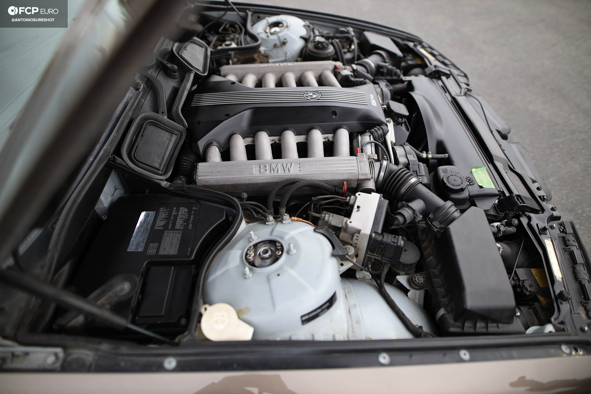 E38 BMW 750iL M73B54 V12 engine
