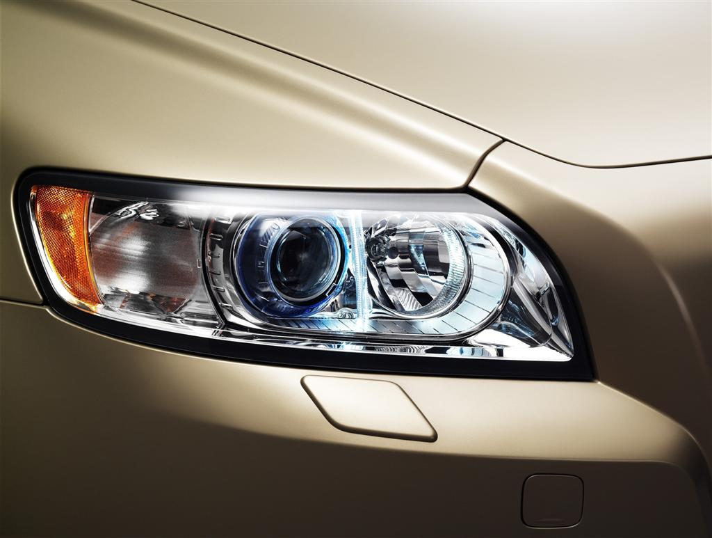 2010-volvo-s40-front-headlight