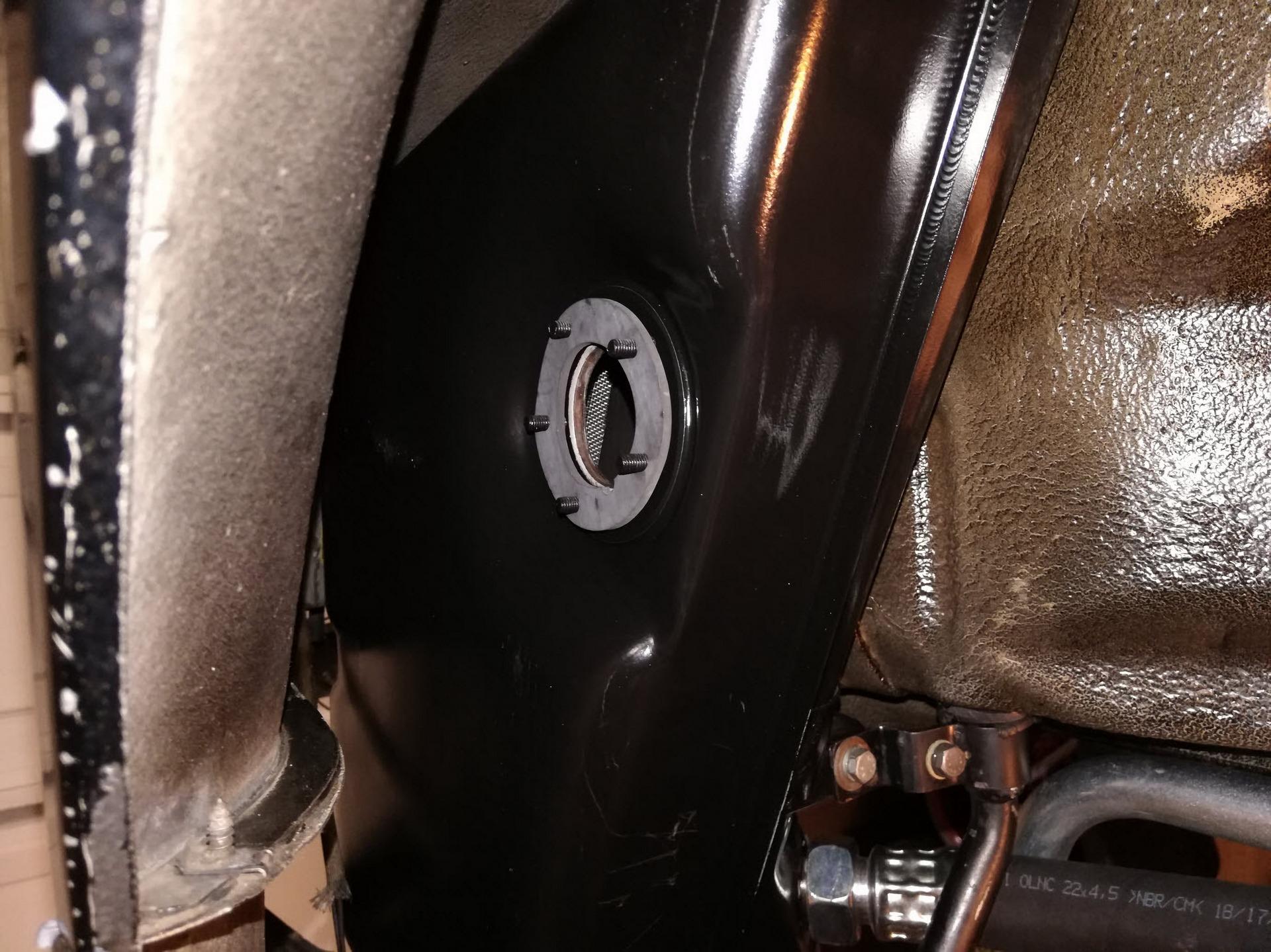 Porsche 911 Oil Tank Level Sensor Gasket Install