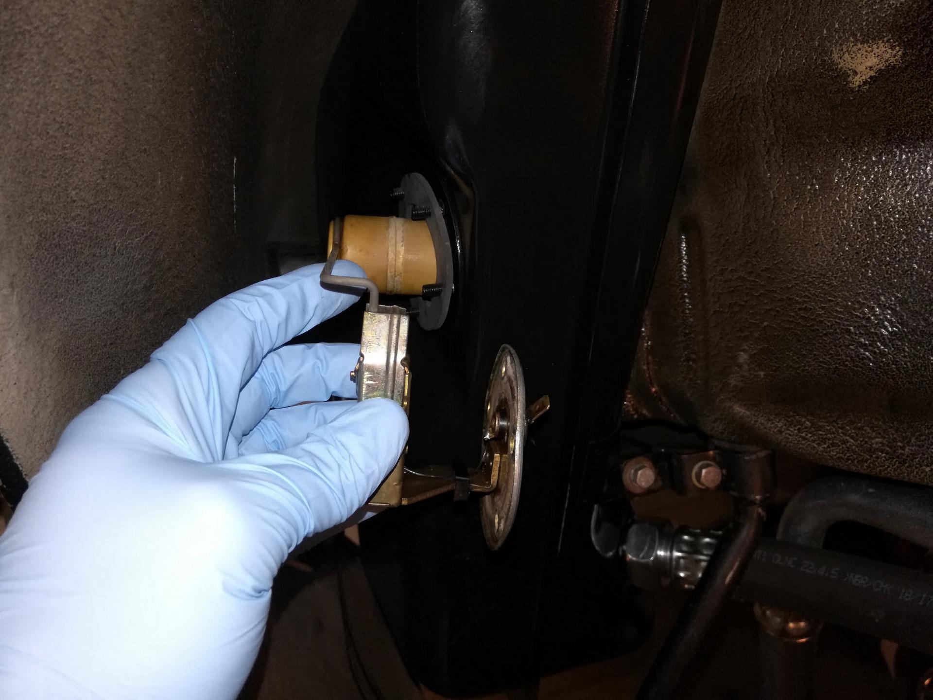 Porsche 911 Oil Tank Level Sensor Install