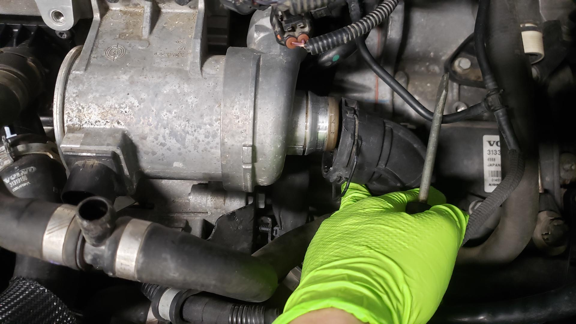 Volvo V60 P3 Water Pump Replacement Coolant Pipe Removal