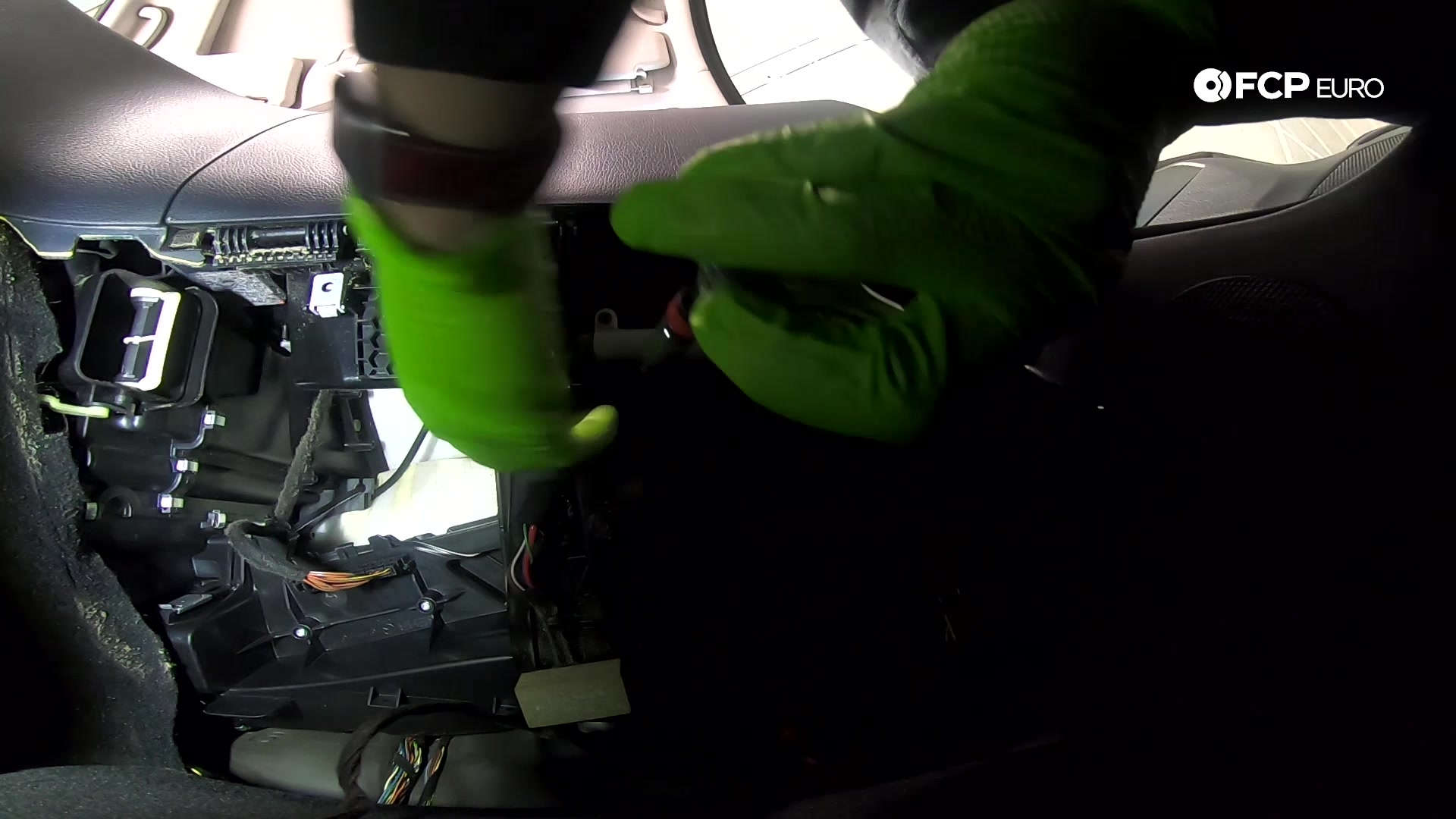 04-mercedes-w211-blower-motor-cage-removal