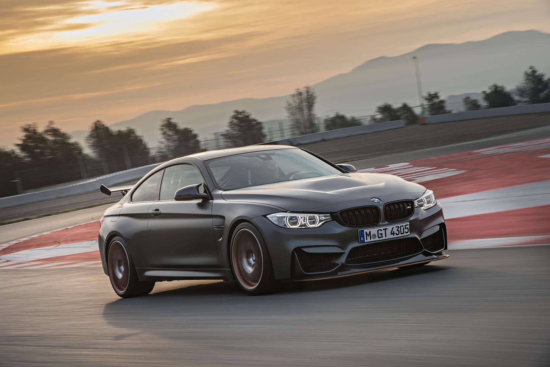 11_BMW M4 GTS front