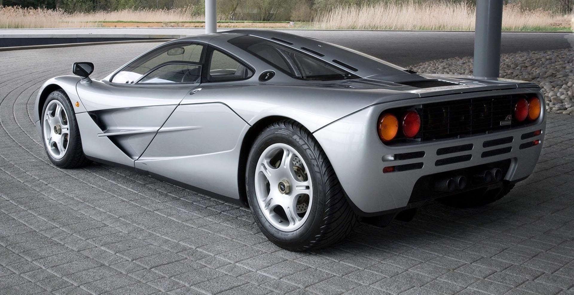 16-19_McLaren_F1 rear