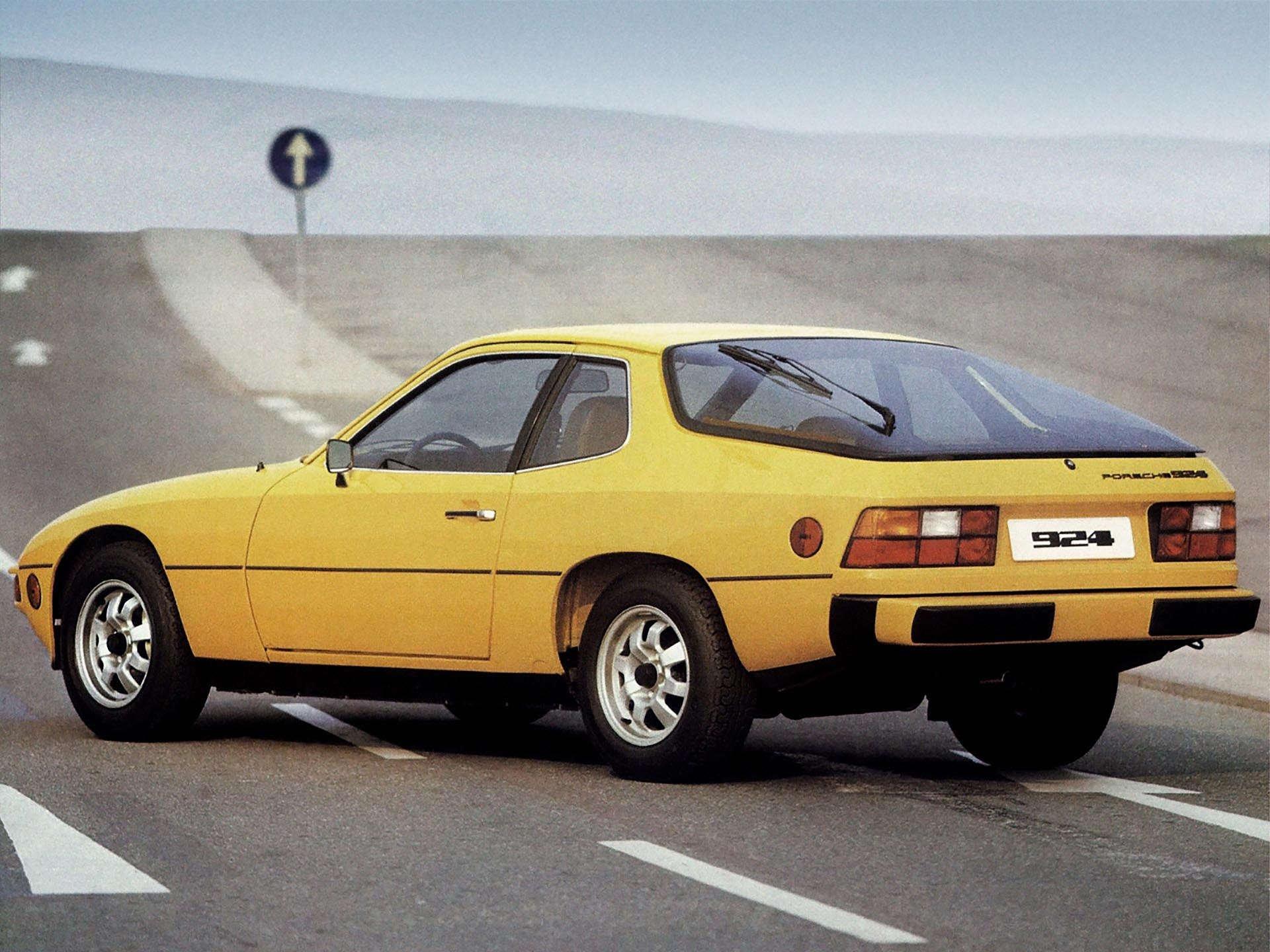 3-02_Porsche_924 rear