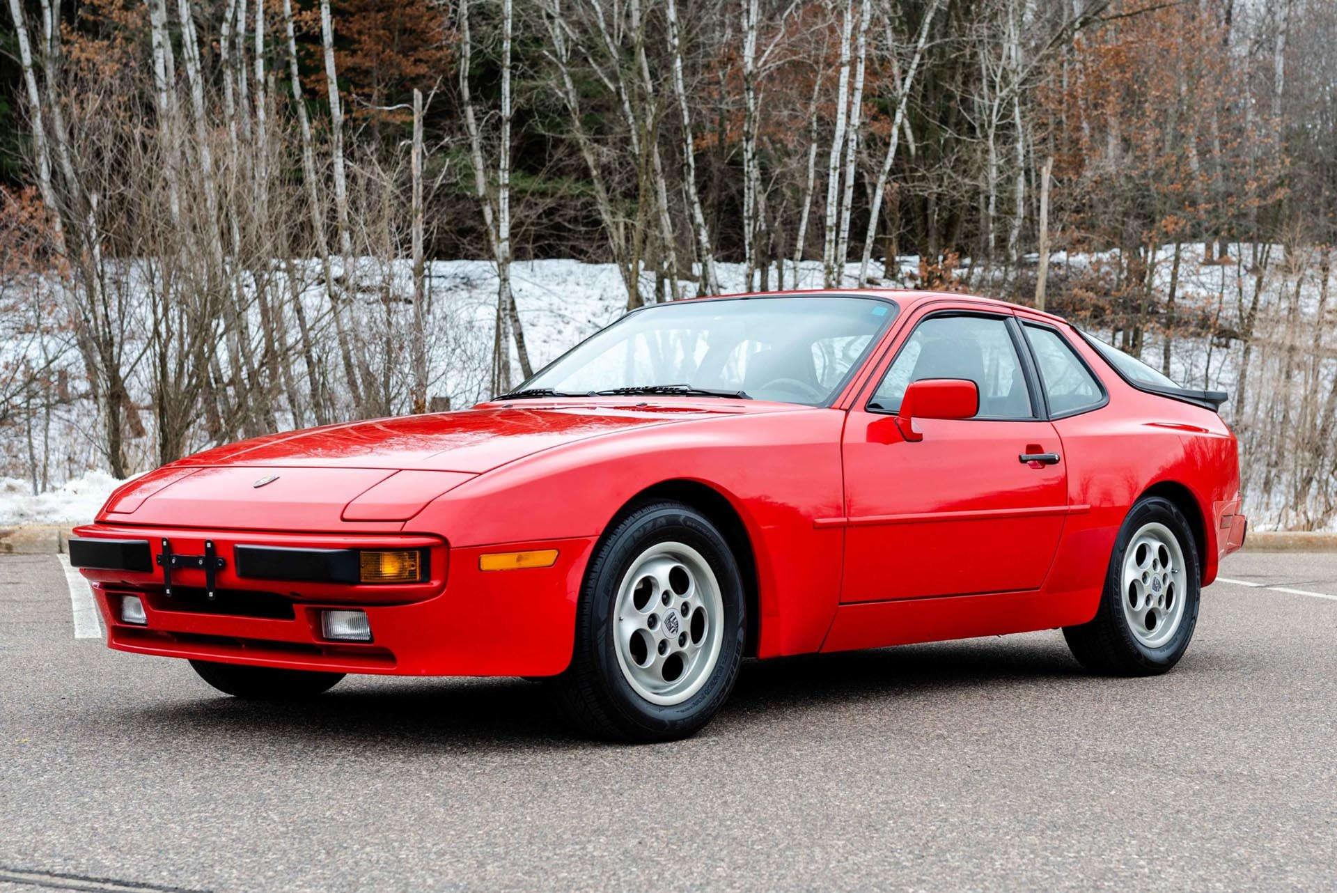 01_Porsche 944 front