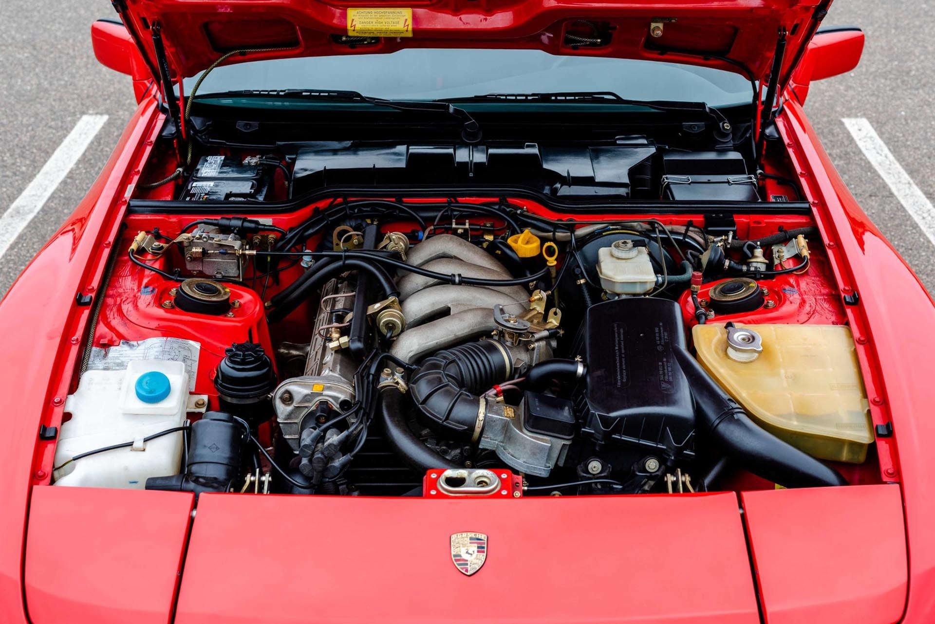 03_Porsche 944 engine
