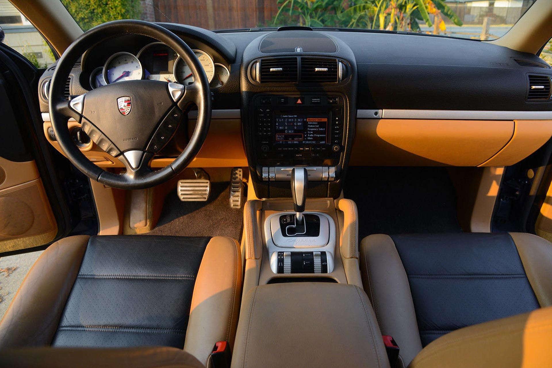 12_Porsche Cayenne S Interior