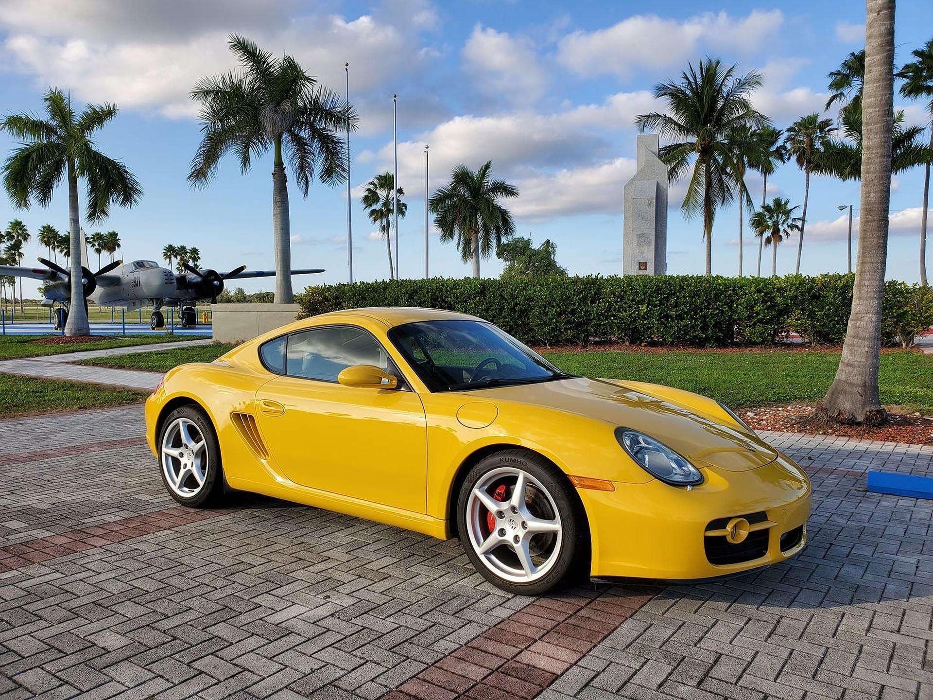 13_Porsche Cayman S front