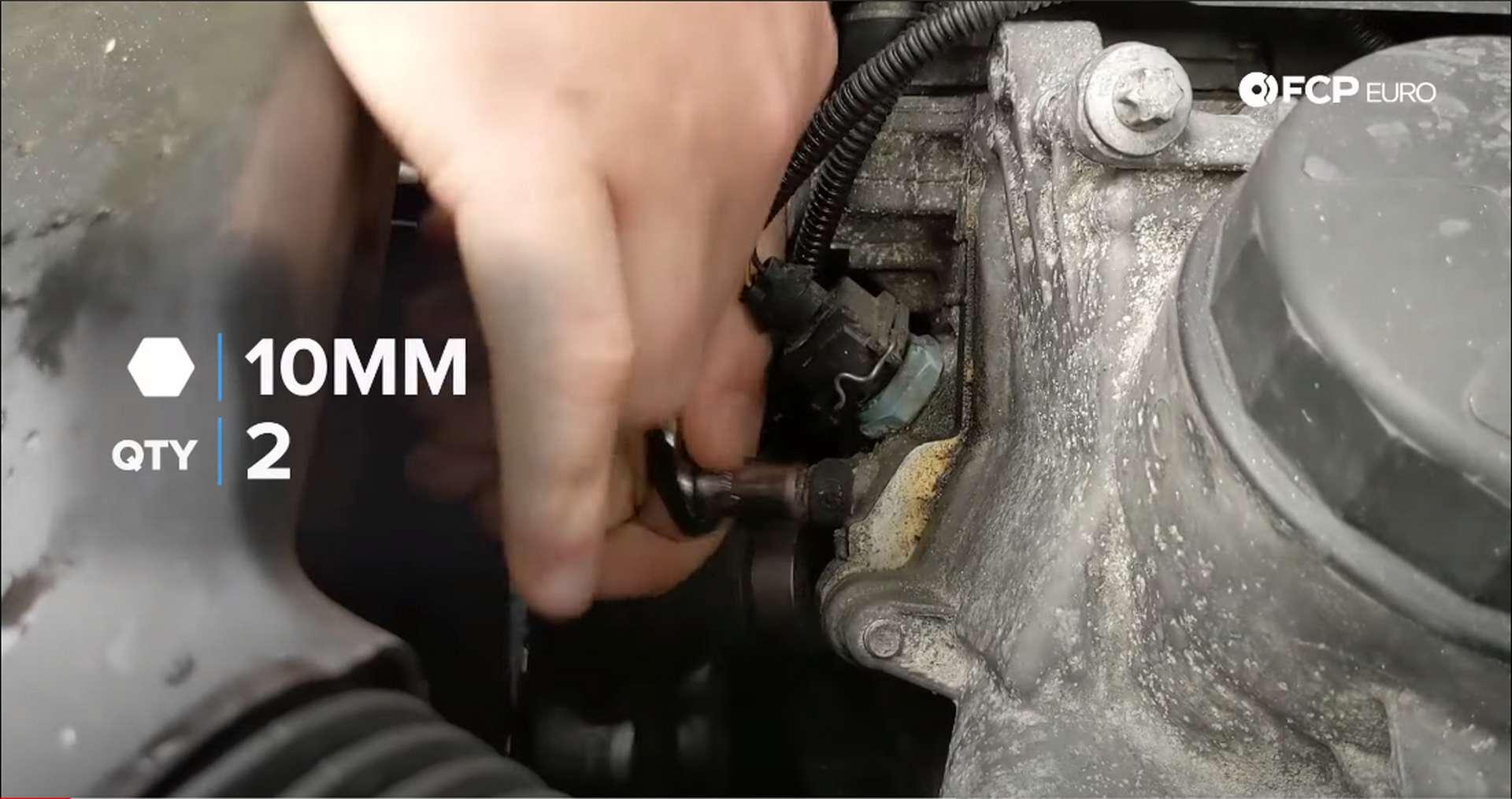 03_DIY_BMW_Coolant_Inlet-Flange-Removal