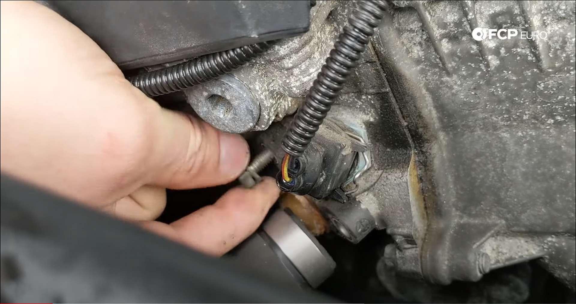 04_DIY_BMW_Coolant_Inlet-Flange-Removal