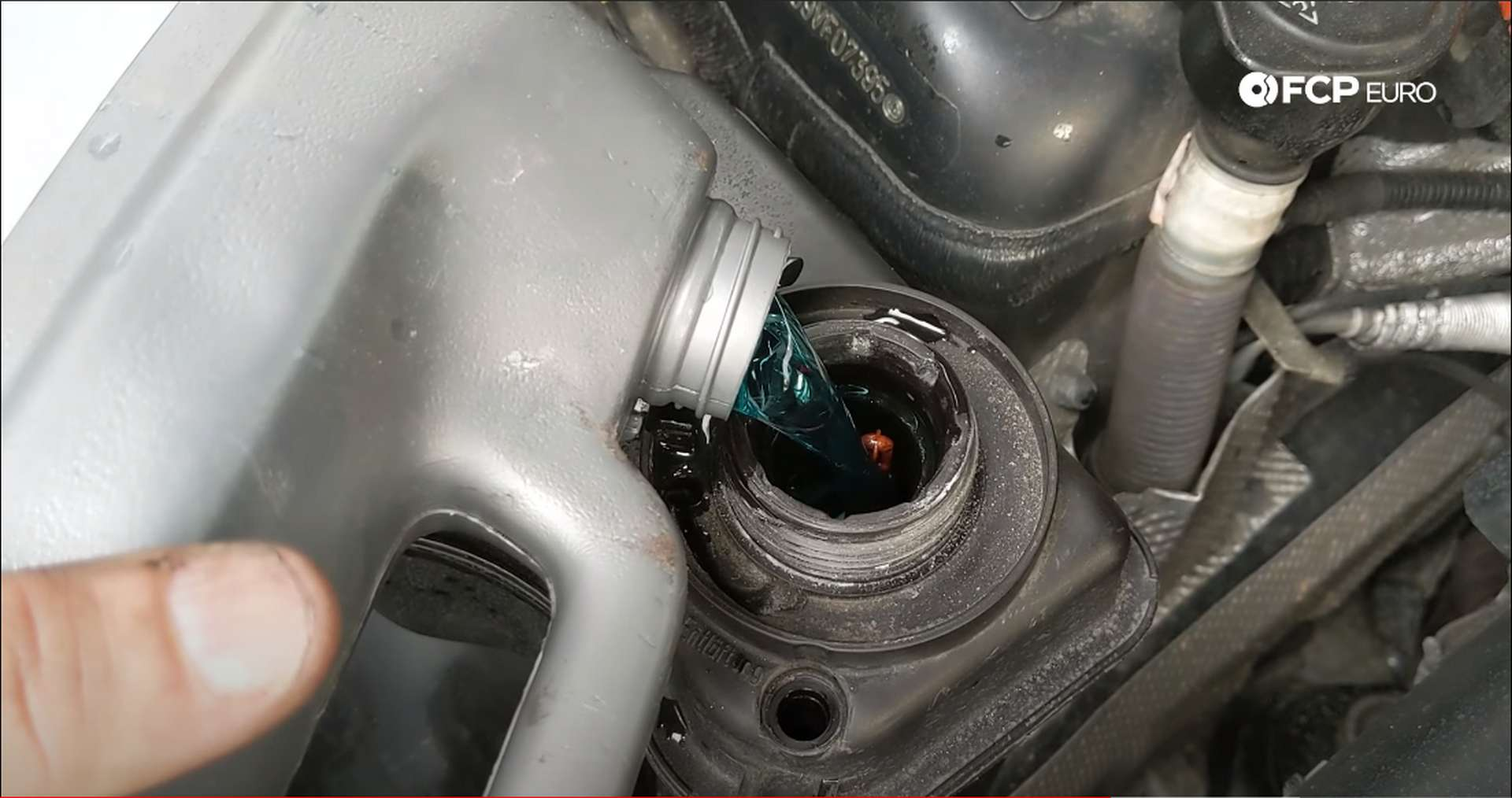 09_DIY_BMW_Coolant_Inlet-Coolant-Refill