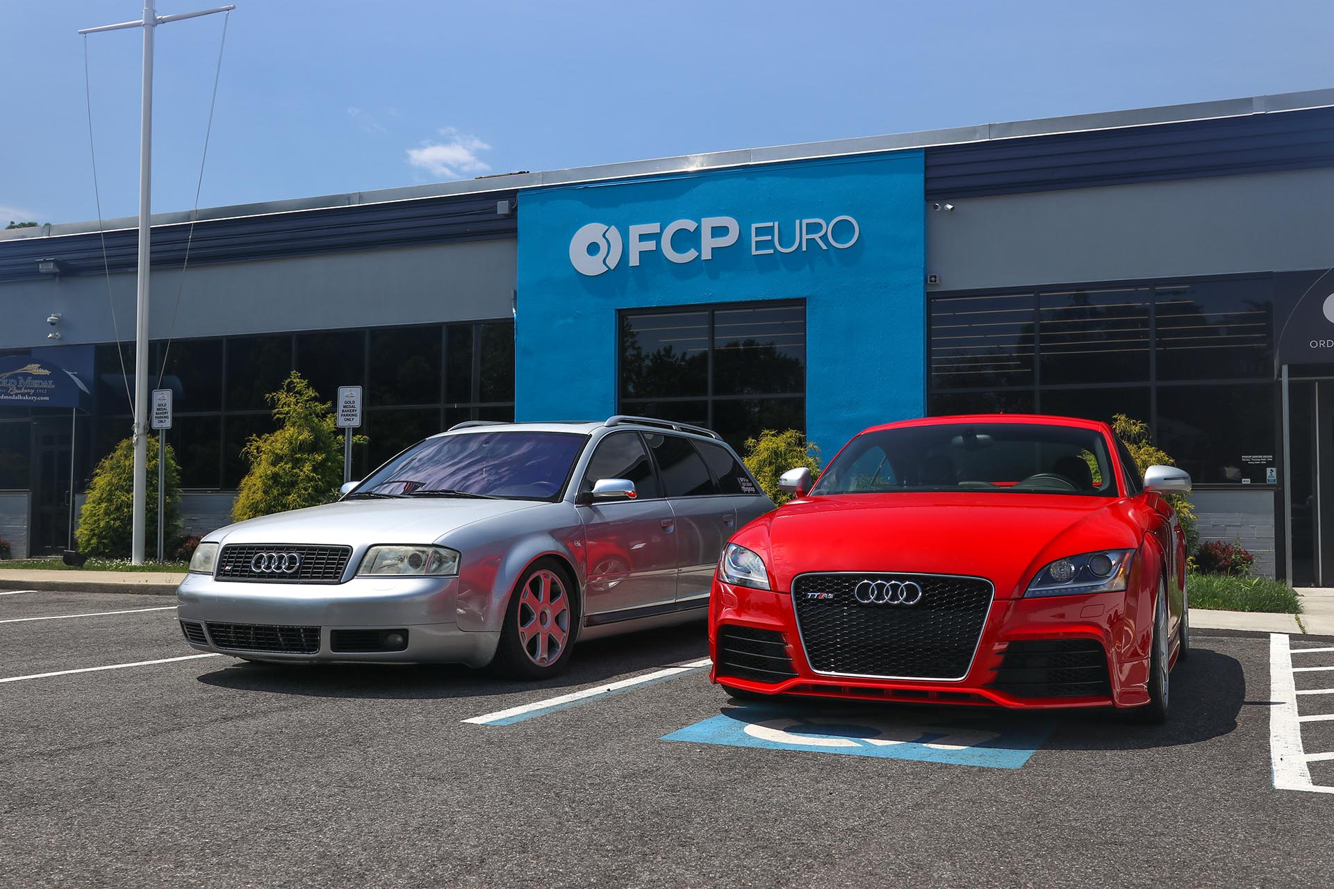 08_Audi TT RS and S6 front