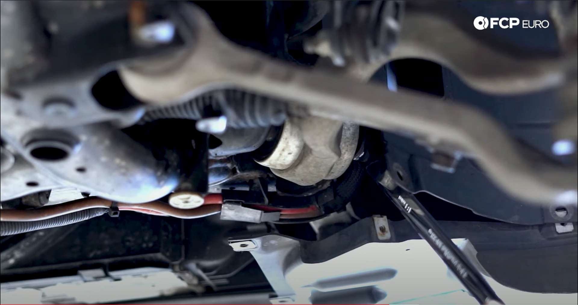 DIY BMW F30 Coilovers loosening thrust arm bolt