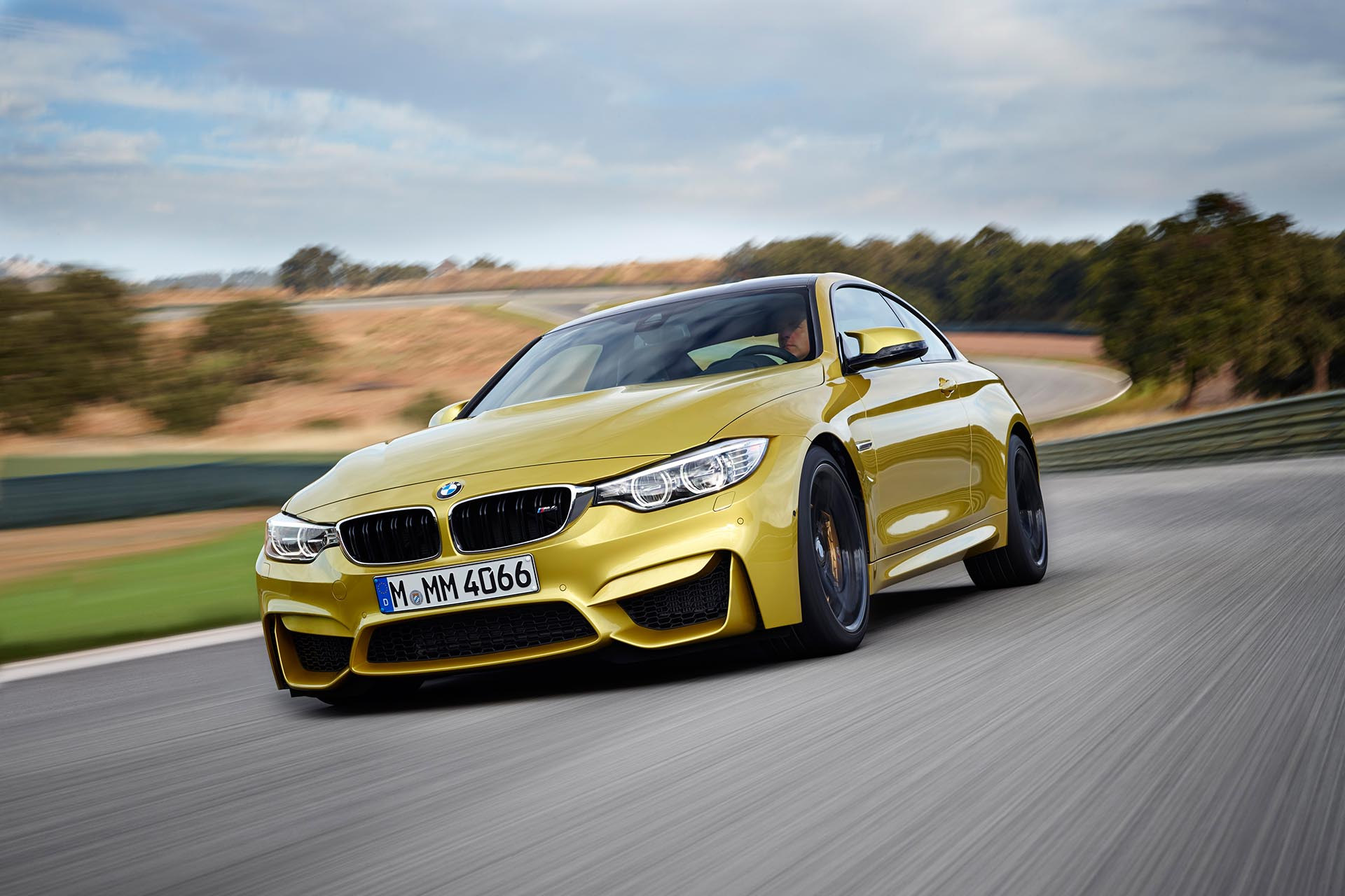 01_BMW M4 Phoenix Yellow Front