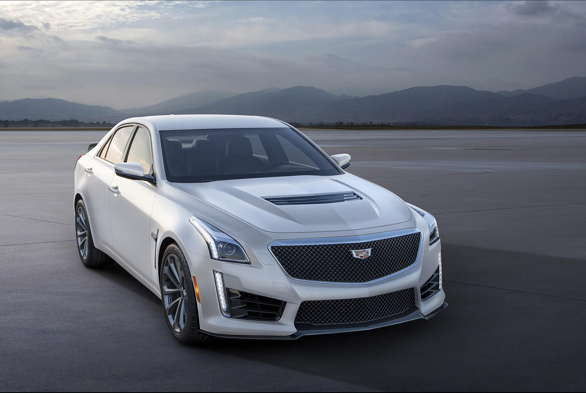 04_Cadillac-CTS-V-front white