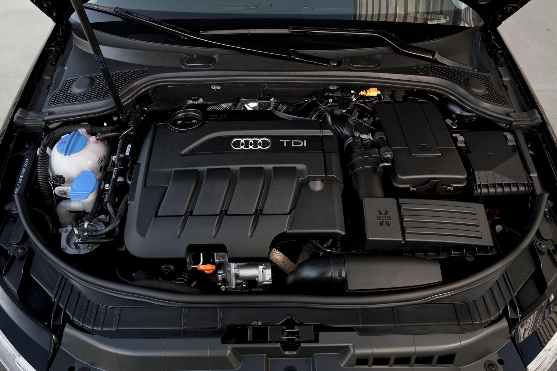 04_Audi A3 2.0 TDI engine