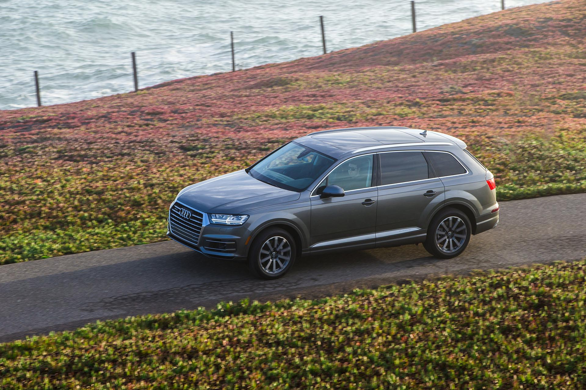 12_2017 Audi Q7 front profile
