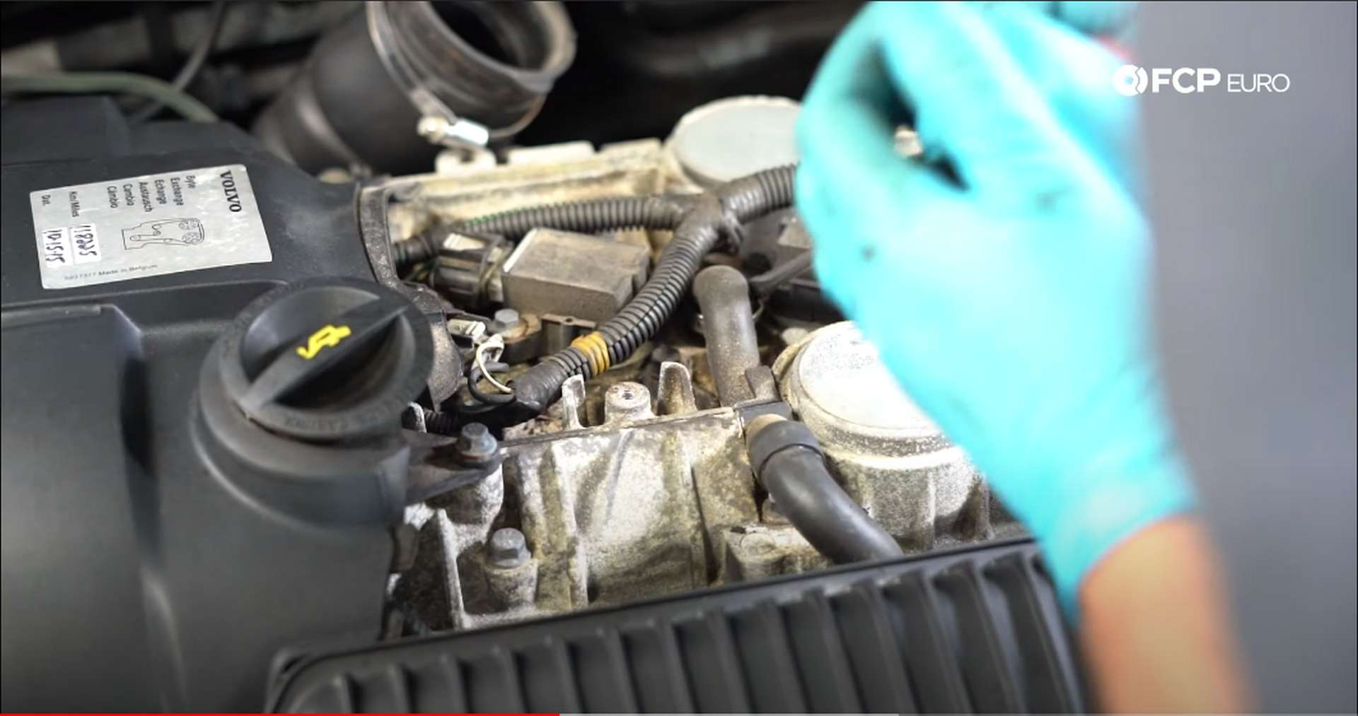 DIY Volvo PCV opening the clamp