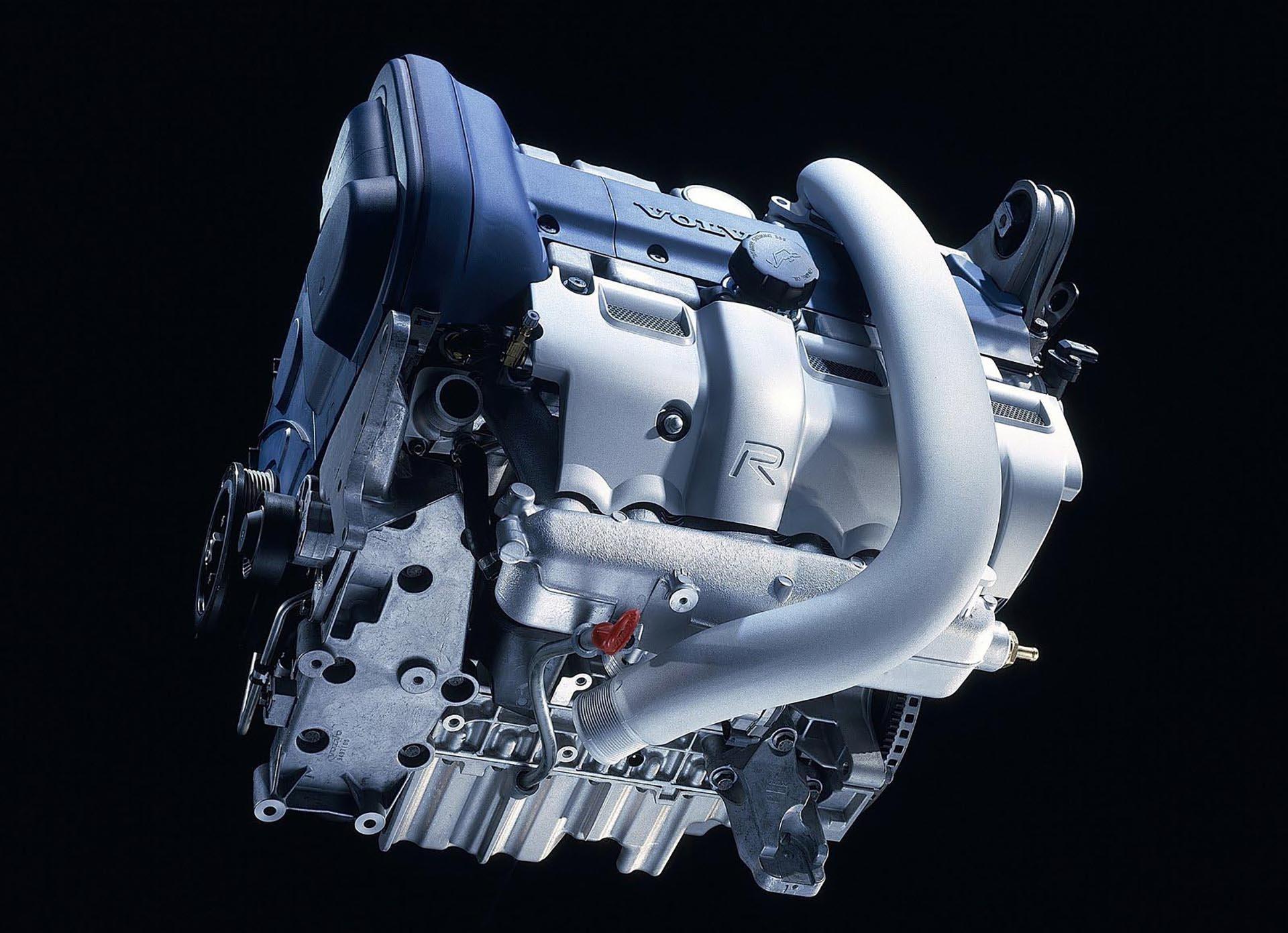 06_Volvo S60 R Whiteblock engine