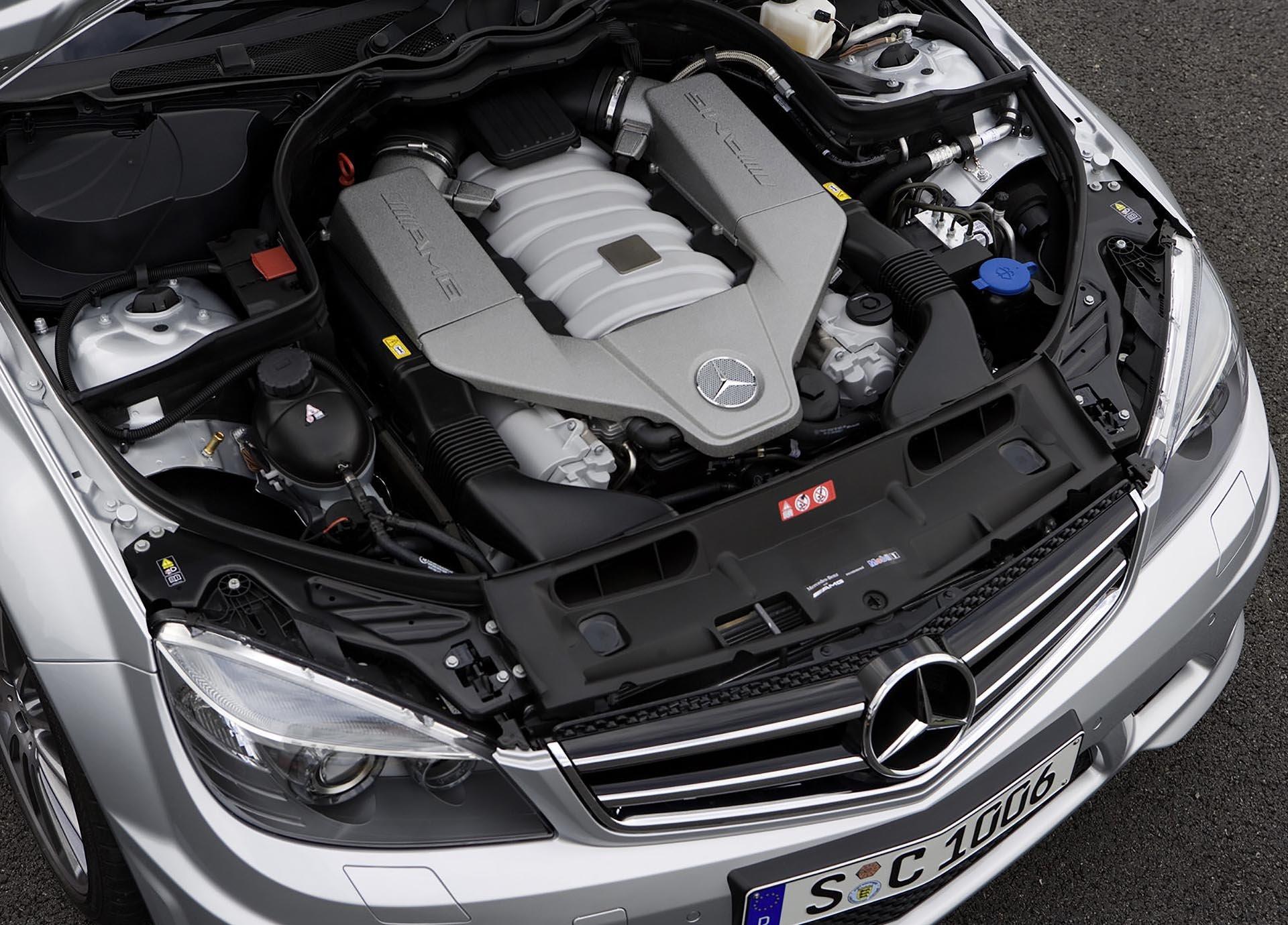 11_Mercedes-Benz C63 AMG M156 engine bay