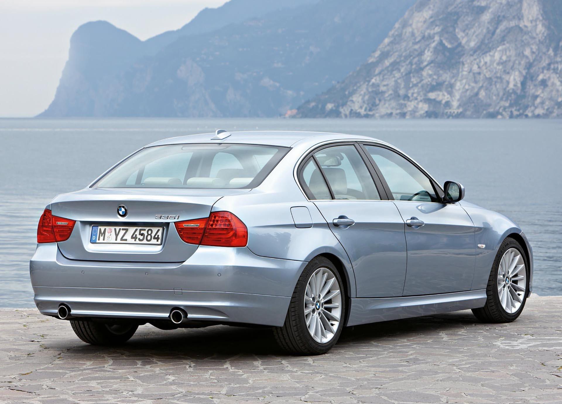 15_BMW E90 335i sedan N54 rear