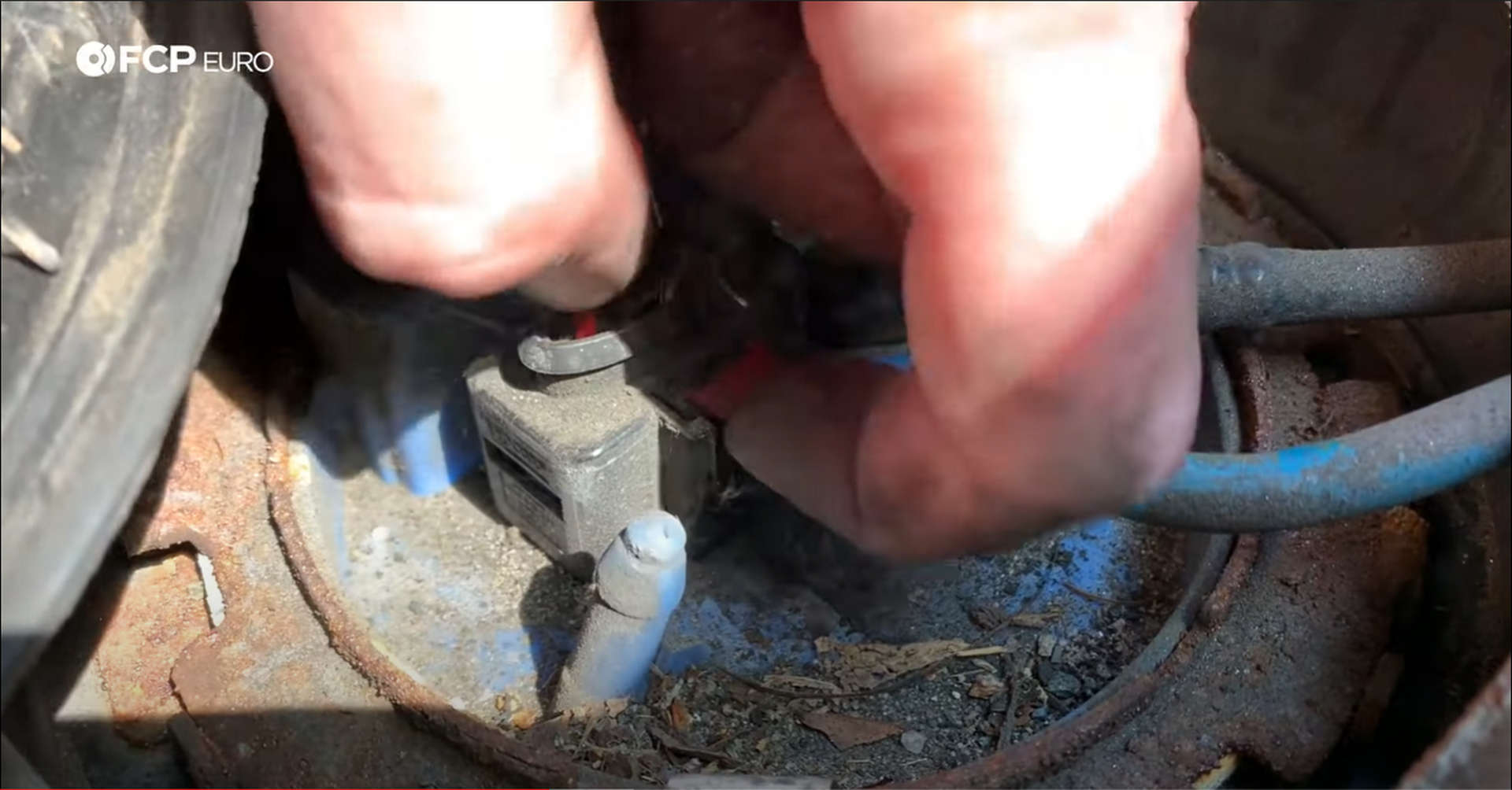 DIY VW GTI Fuel Pump removing the controller plug