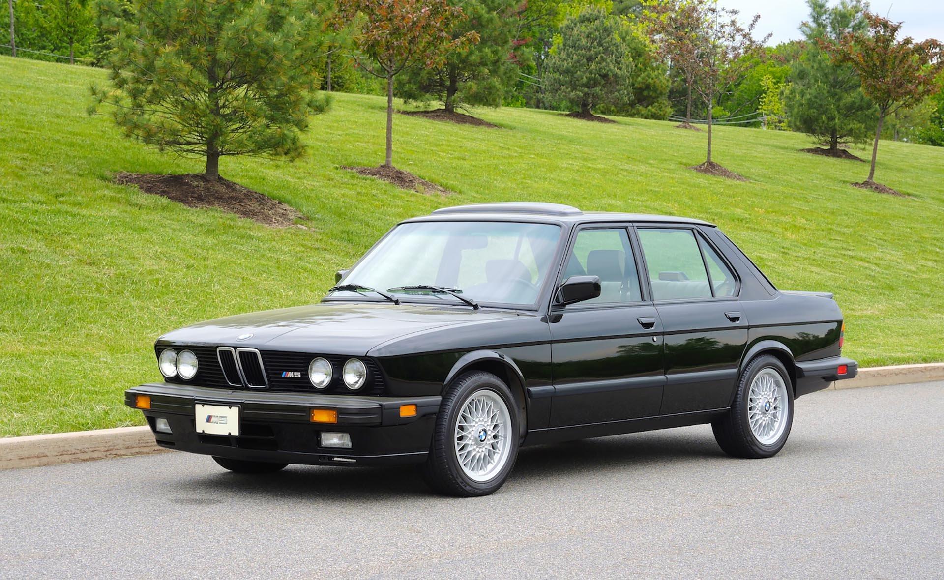 04_BMW E28 M5 front USA