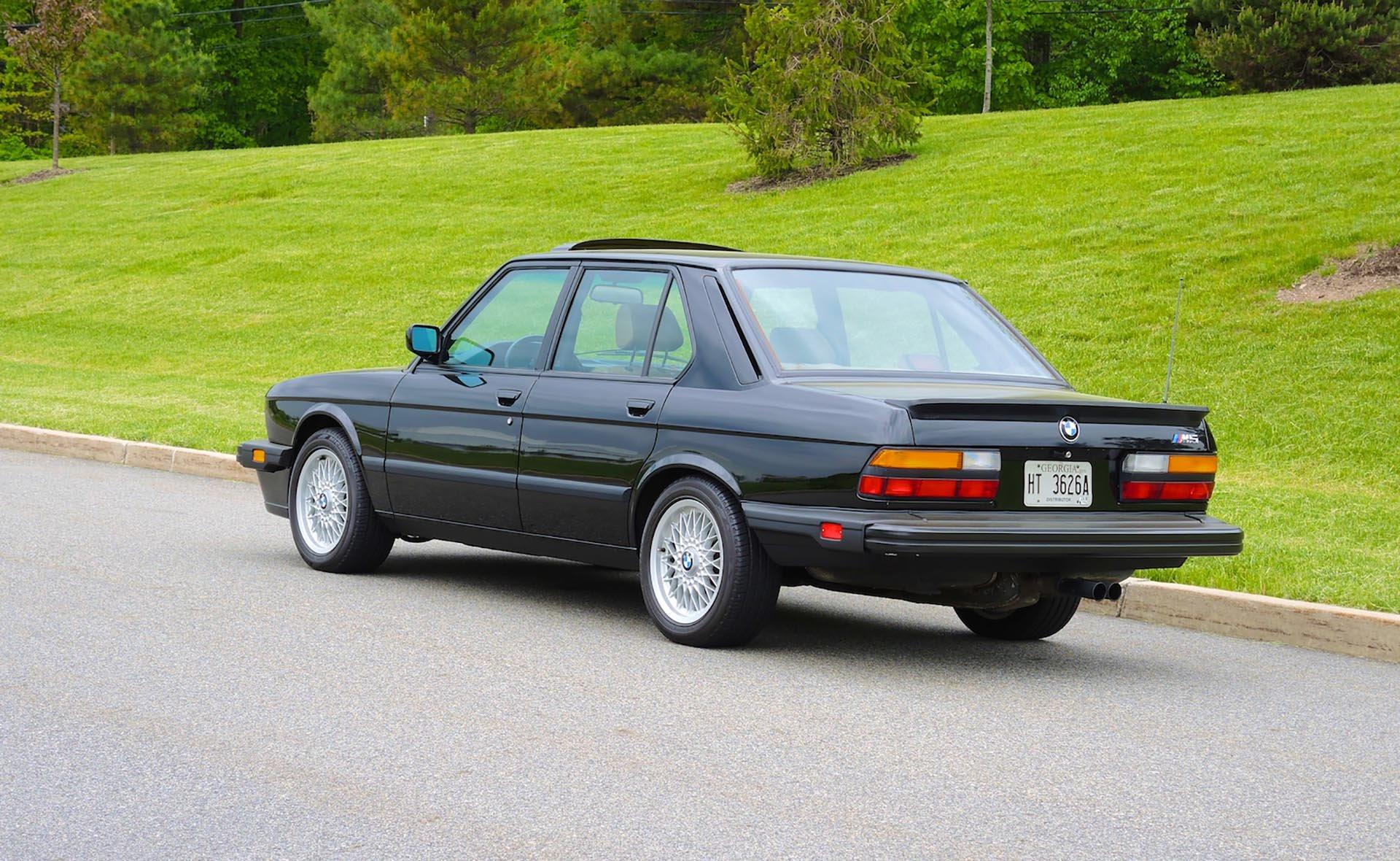 05_BMW E28 M5 Rear USA