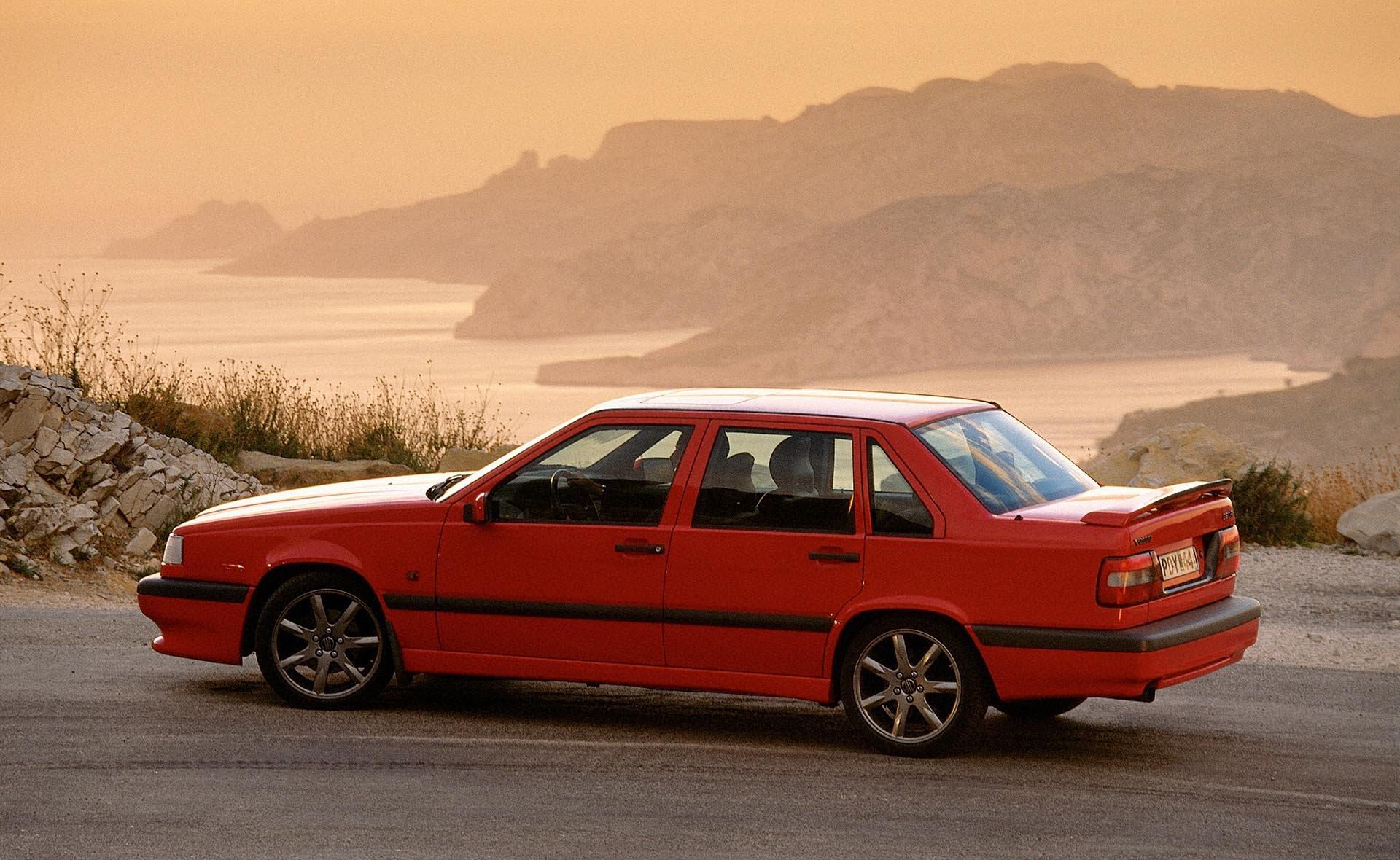 11_Volvo P80 850R Sedan rear profile