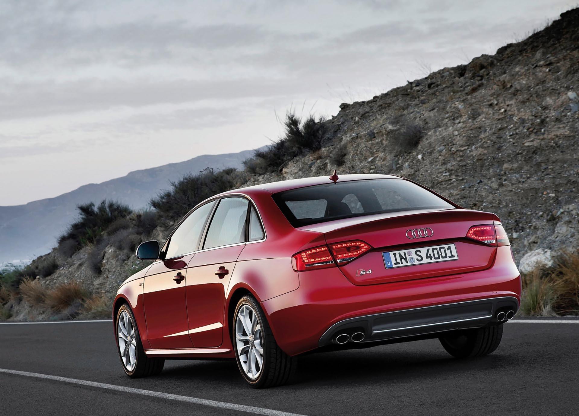 11_B8 Audi S4 rear