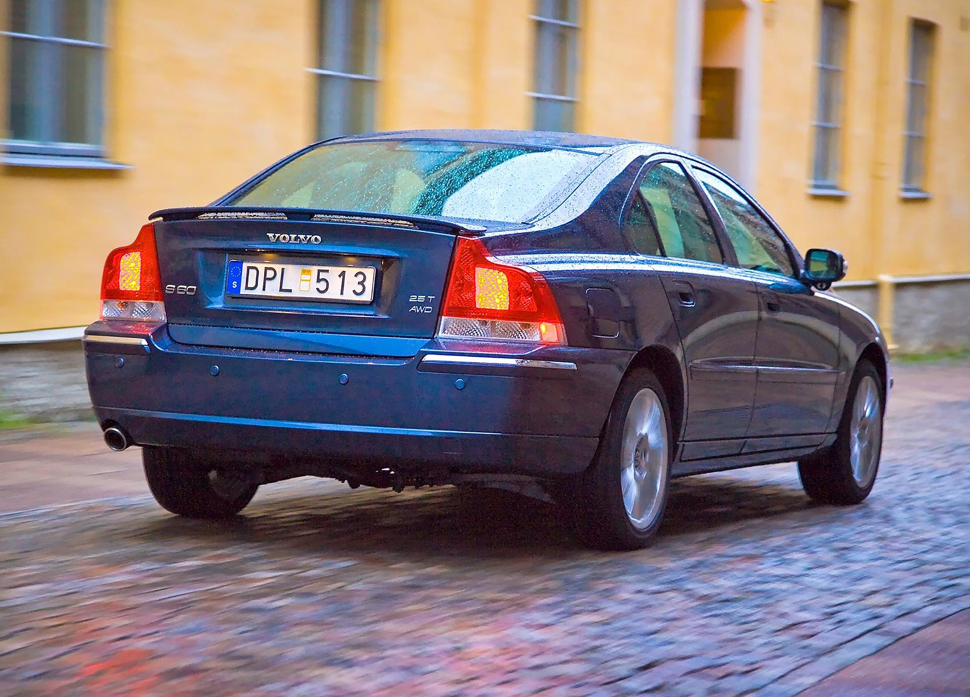 04_Volvo S60 AWD 2.5t rear