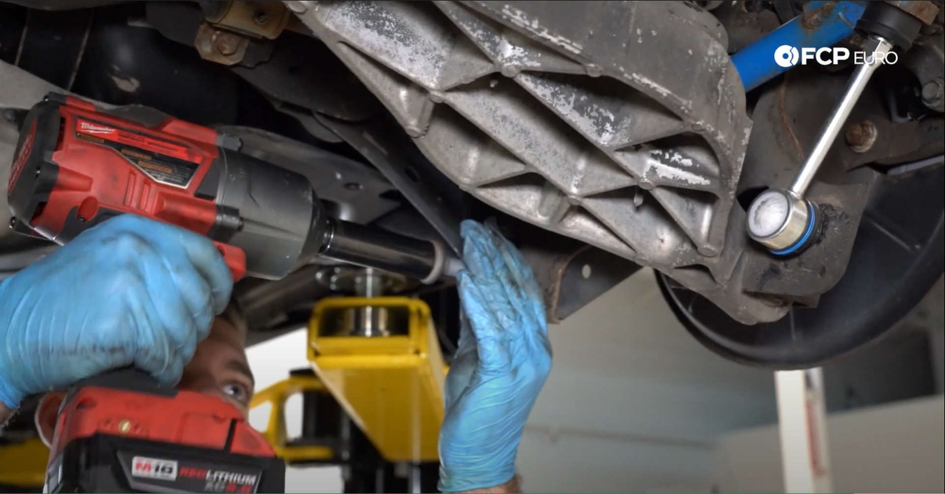 DIY Volvo Rear Shocks installing the lower shock bolt