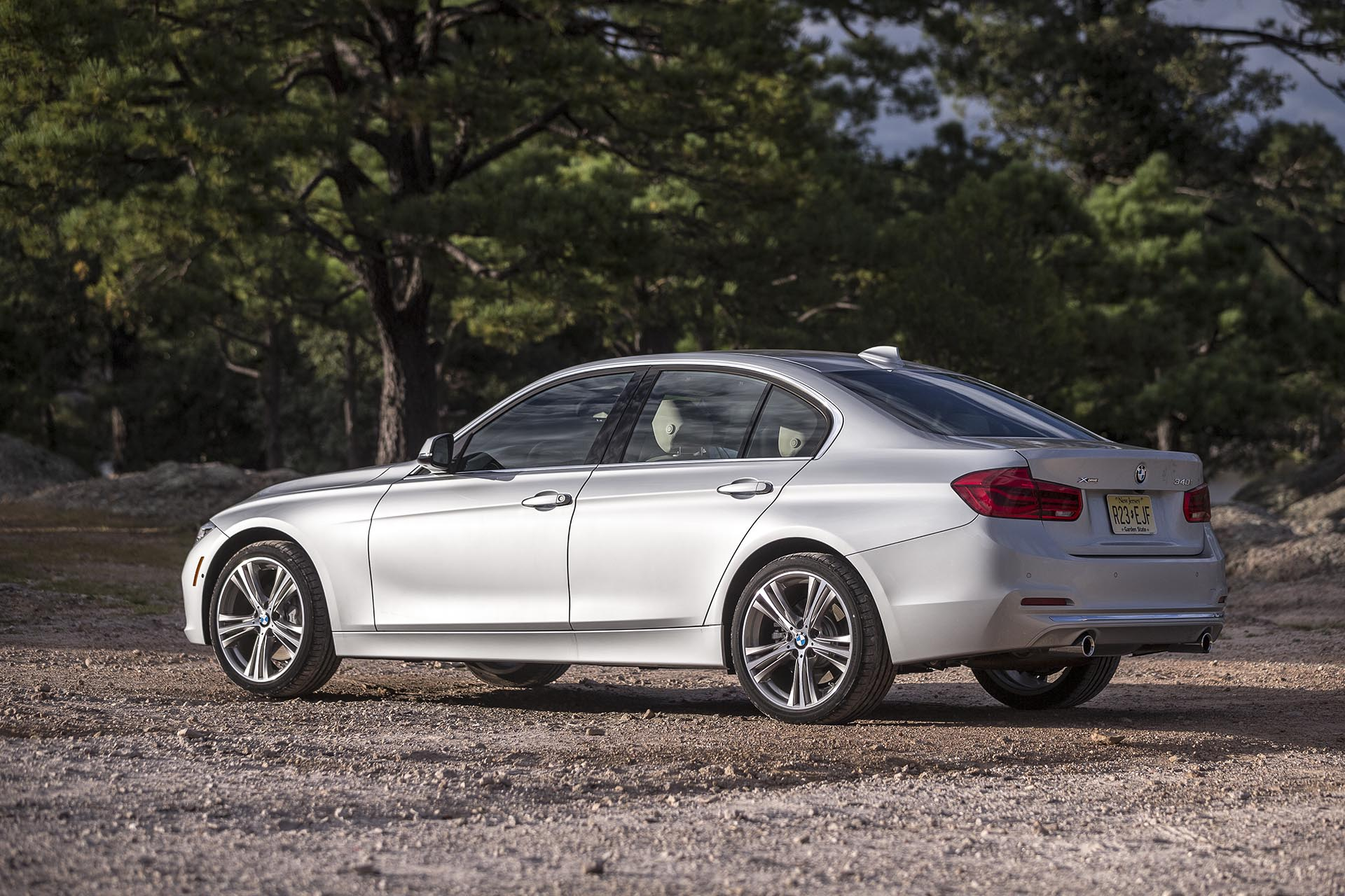 17_BMW_340i xDrive rear profile