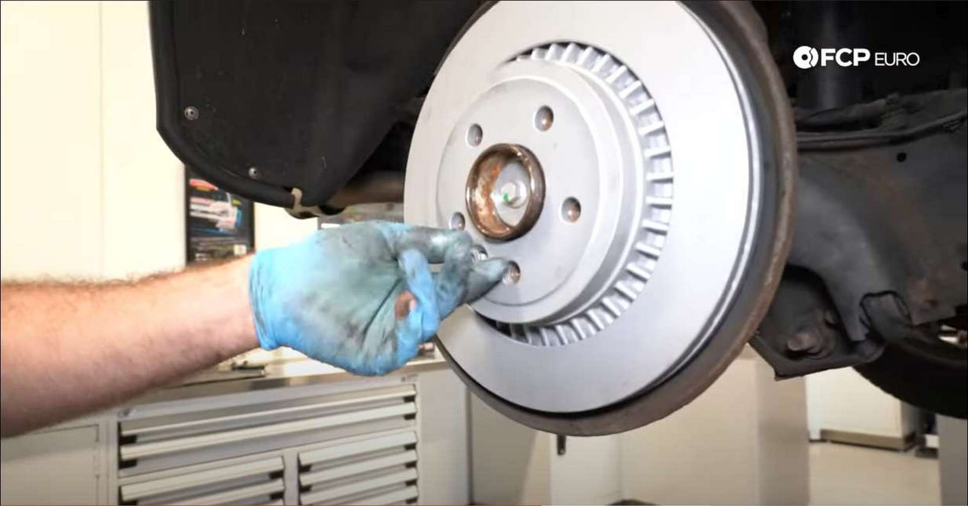 DIY P3 Volvo Rear Brakes installing the new rotor