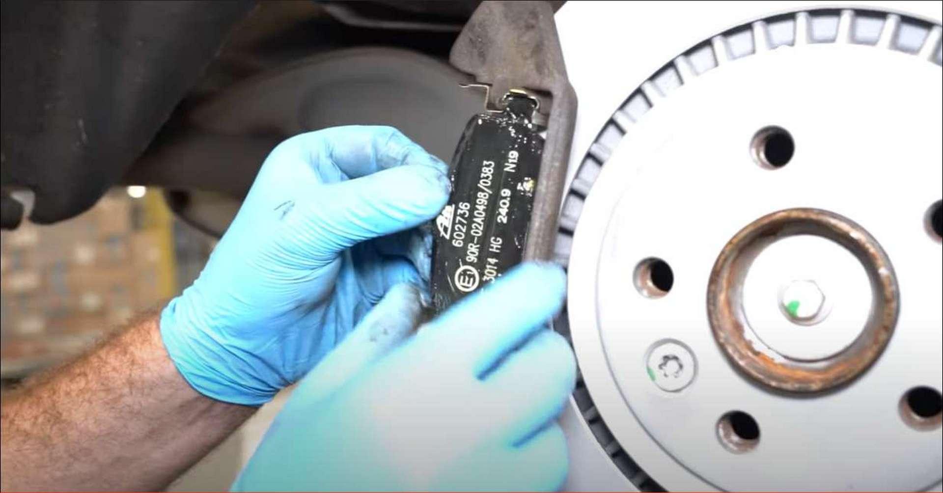 DIY P3 Volvo Rear Brakes installing the pads