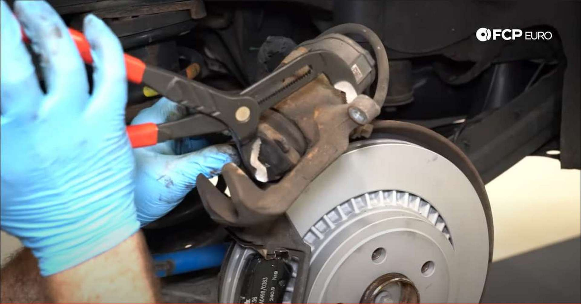 DIY P3 Volvo Rear Brakes retracting the caliper piston