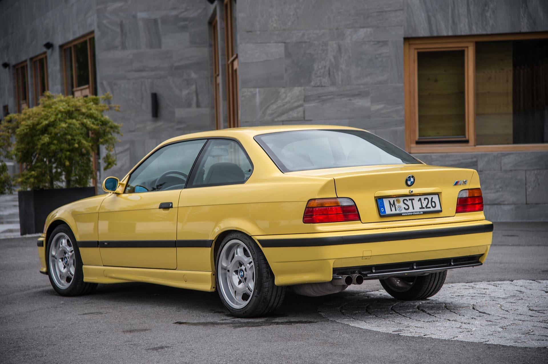 08_BMW E36 M3 rear
