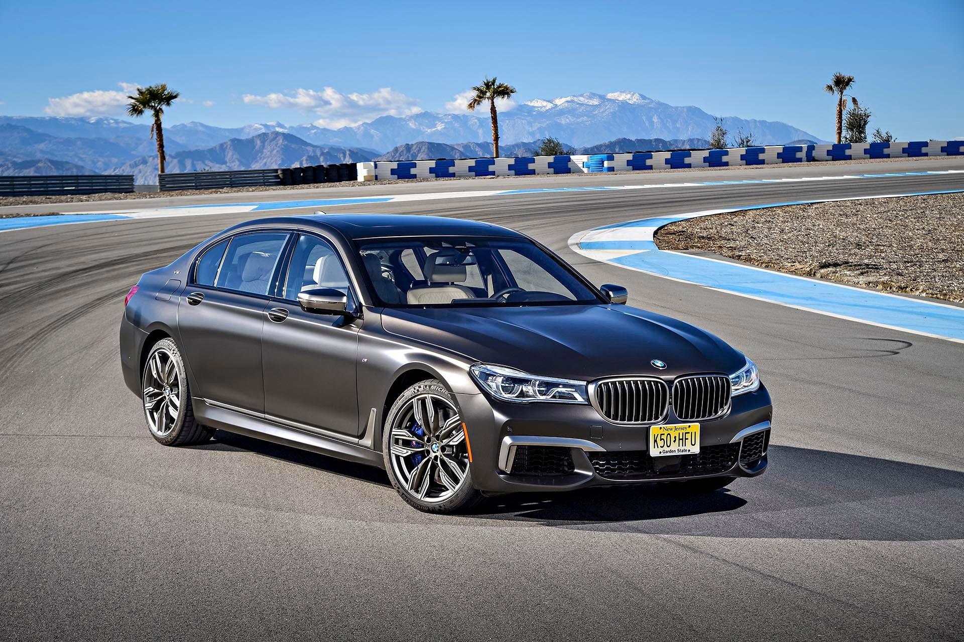 13_BMW M760i xDrive front