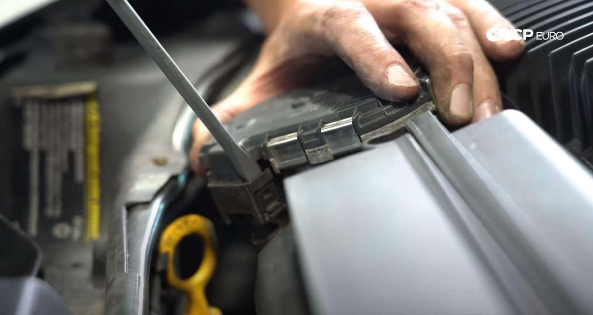 DIY Volvo Alternator and Serpentine Belt Replacement removing the throttle body plug