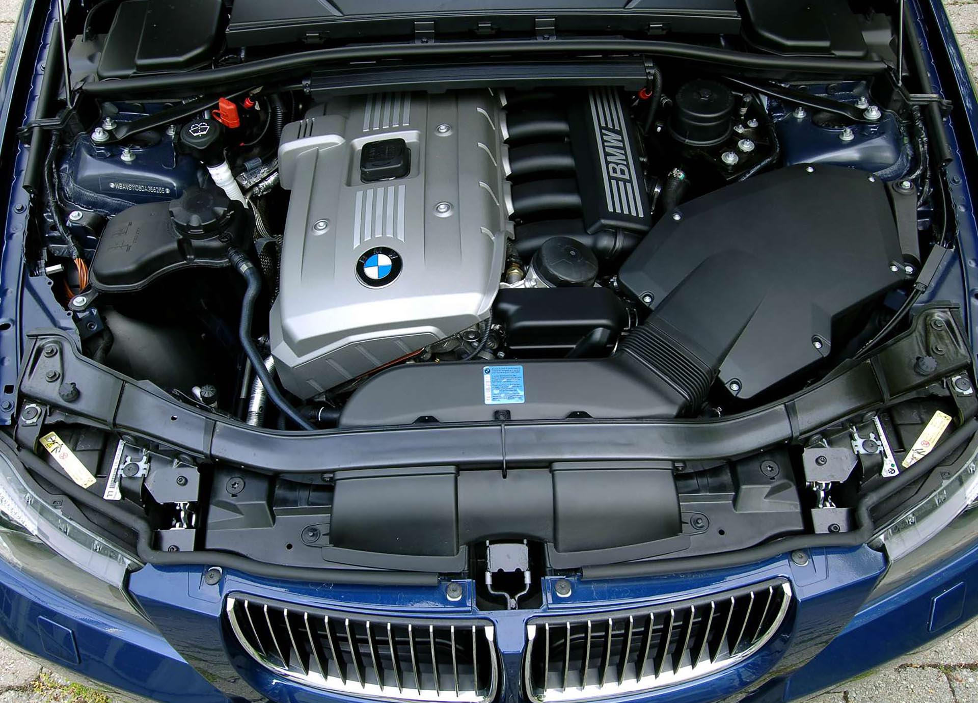 11_BMW E90 330i engine