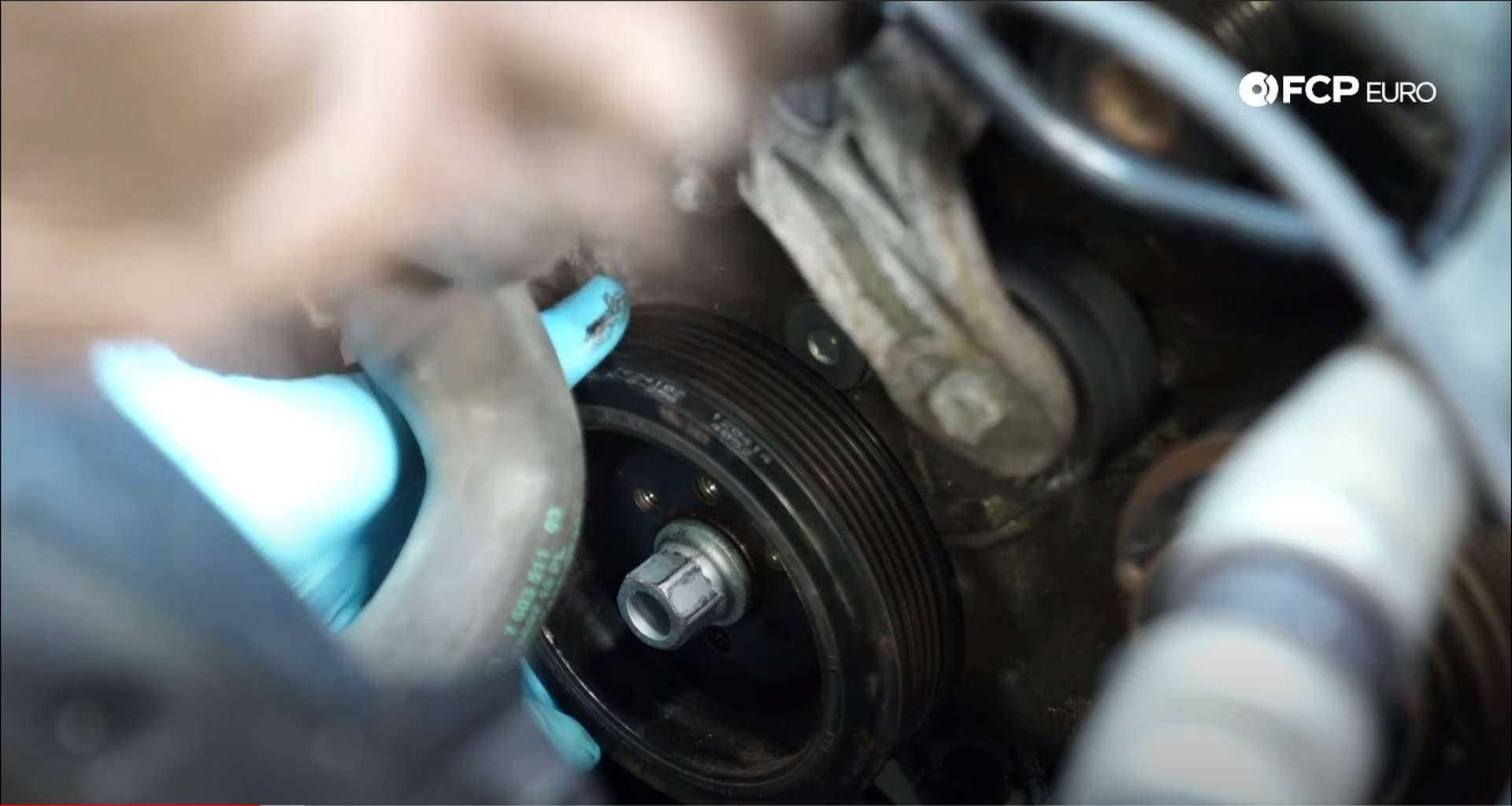 DIY BMW N20 Timing Chain installing the vibration dampener