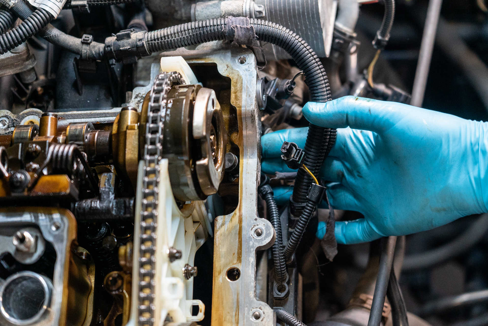 DIY BMW N20 Timing Chain installing the camshaft angle sensors