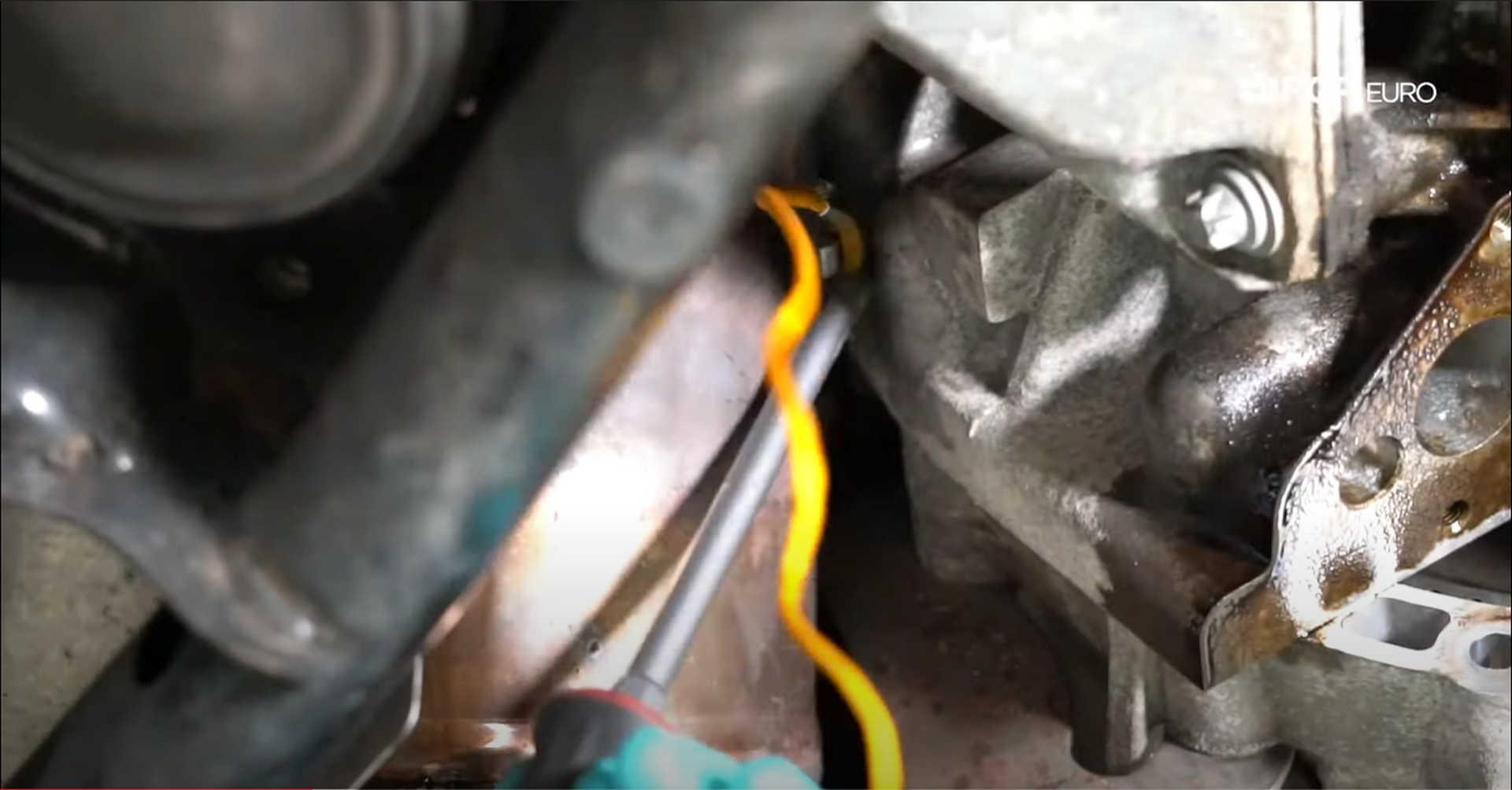 DIY BMW N20 Timing Chain removing flywheel lock