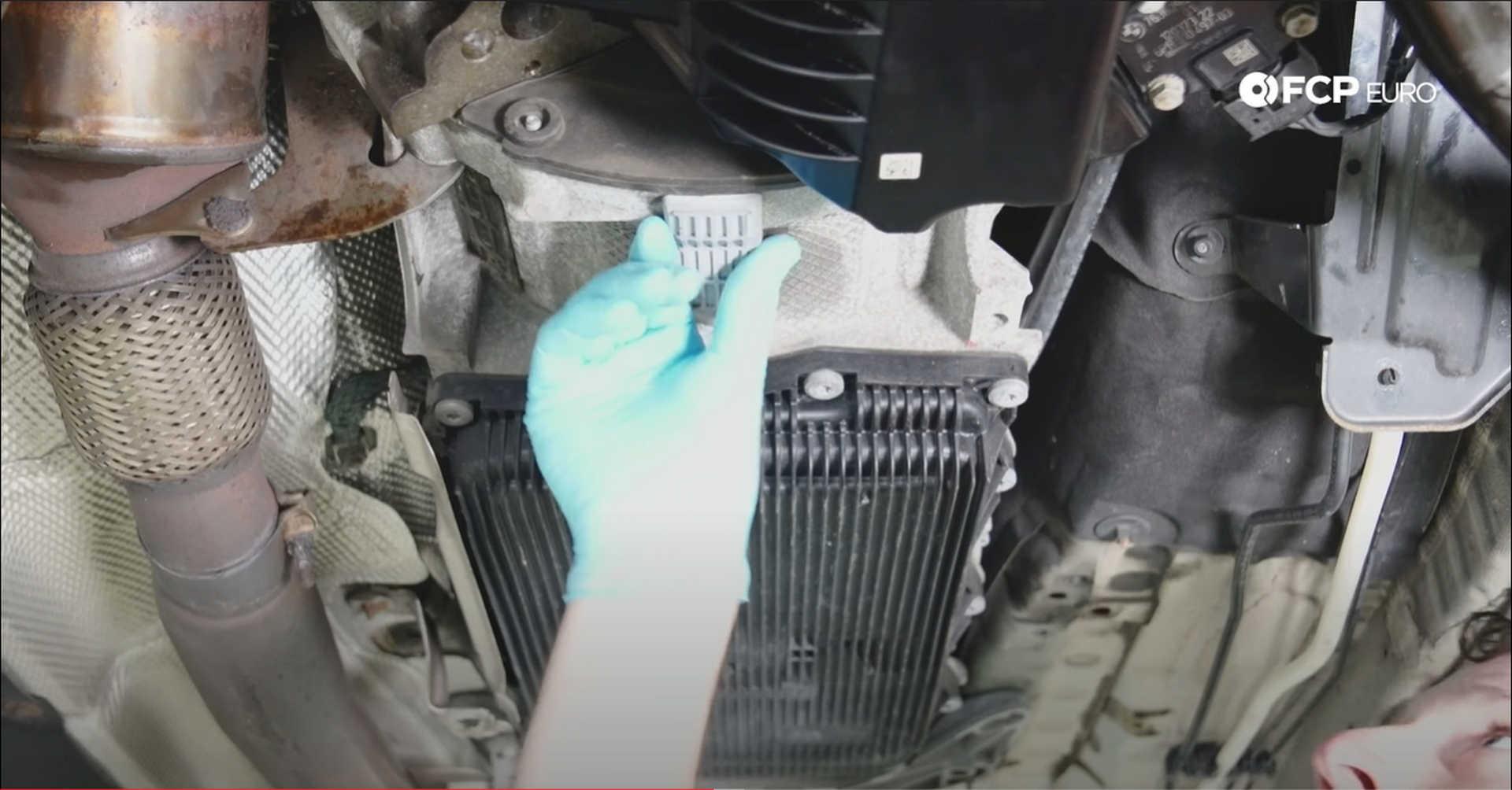 DIY BMW N20 Timing Chain refitting the transmission plug