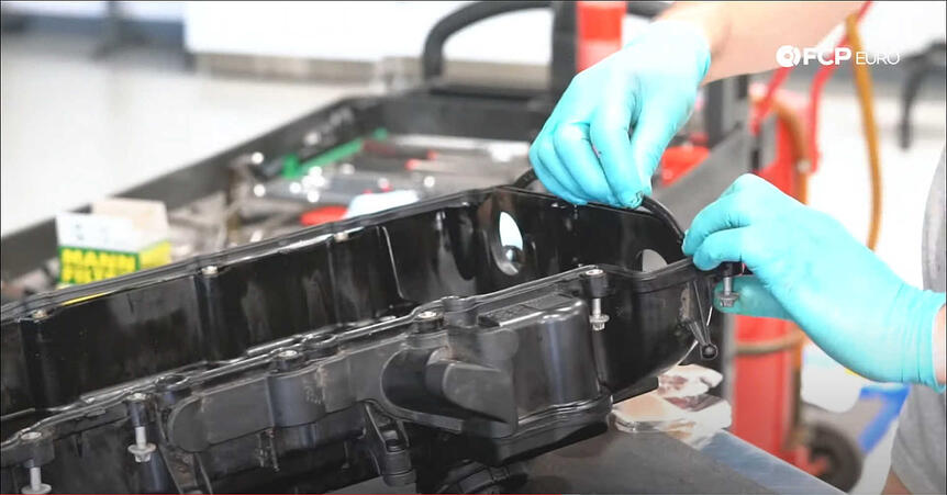 DIY BMW N20 Timing Chain installing the main valve cover gasket
