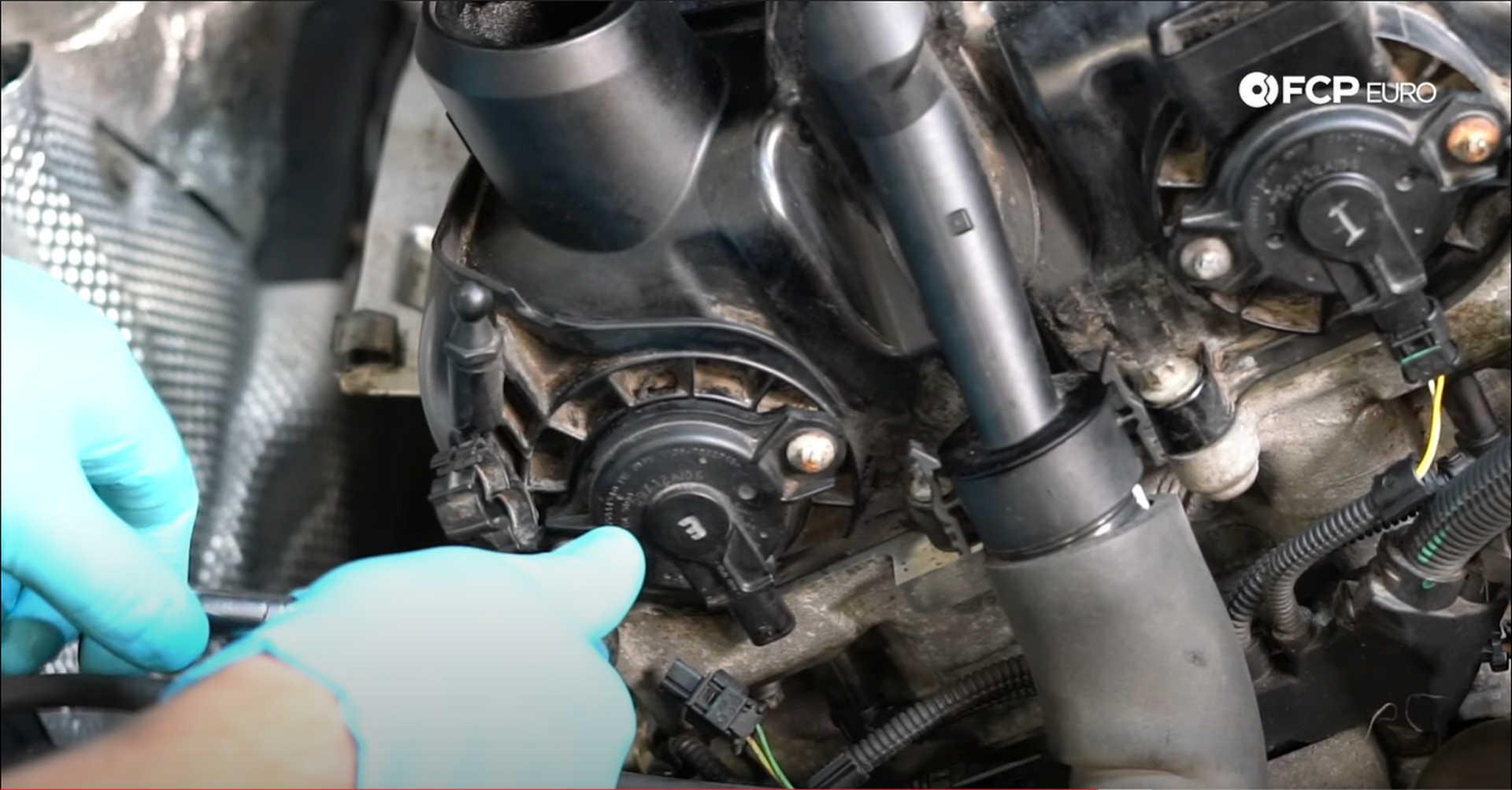 DIY BMW N20 Timing Chain installing camshaft adjuster